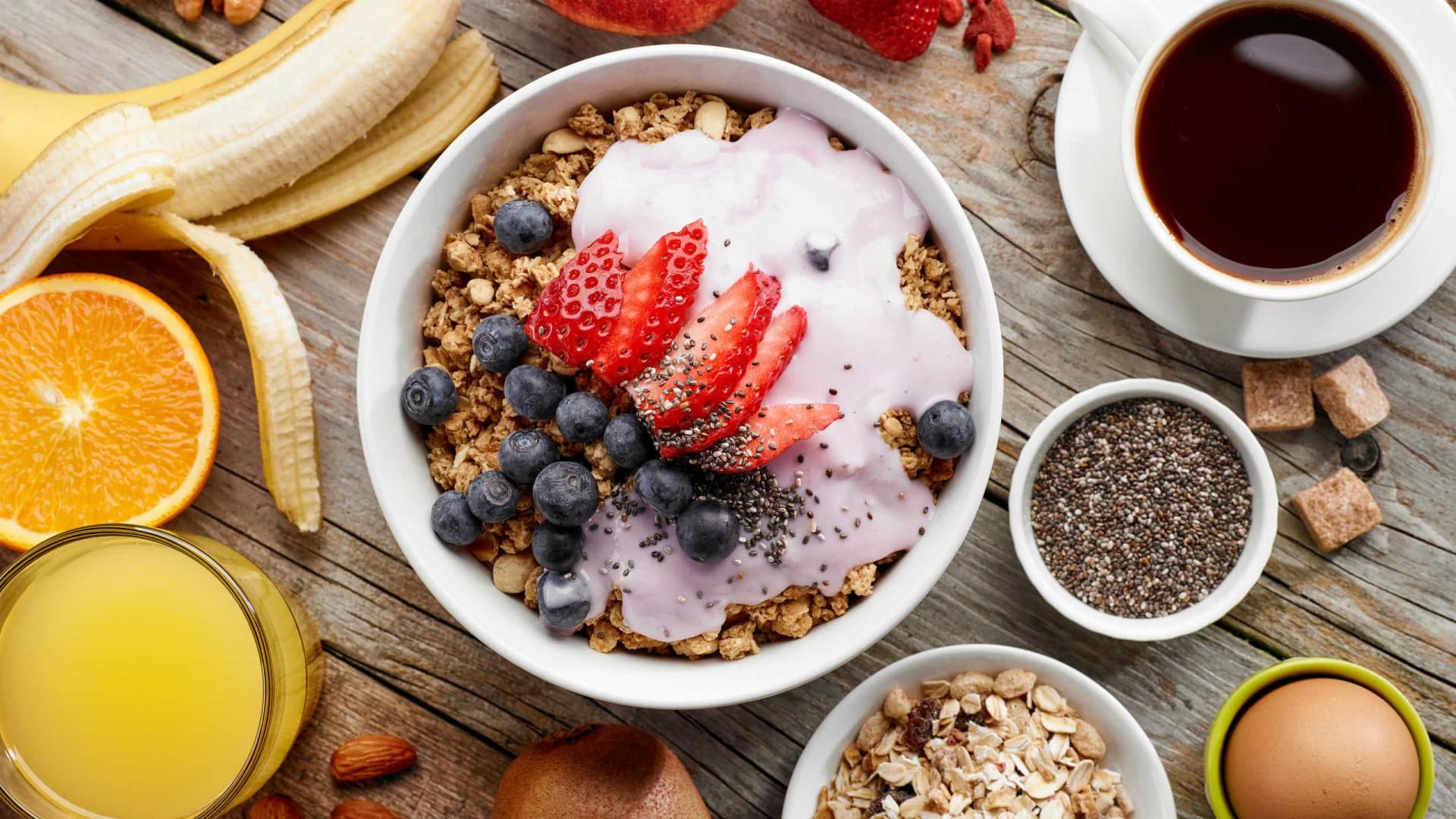 Quais são os nutrientes obrigatórios no café da manhã?