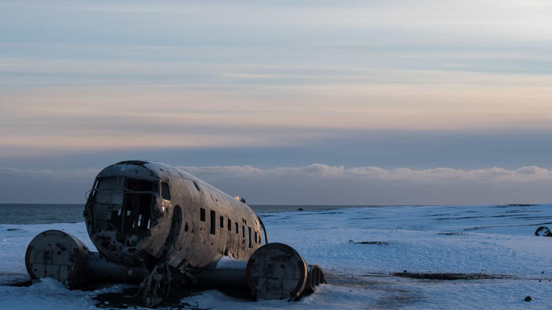 Turistas encontrados mortos no local onde avião caiu em 1973