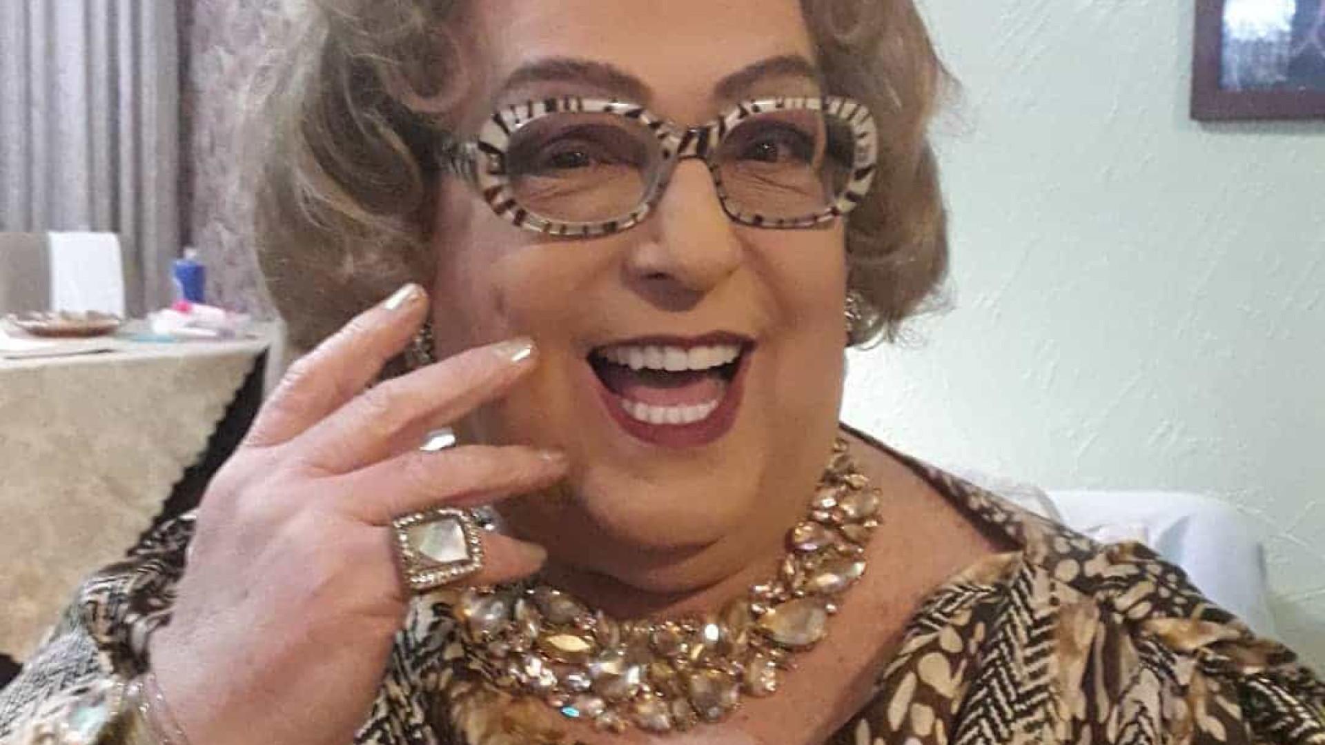"""Mamma Bruschetta raspa a cabeça em luta contra o câncer: """"caindo muito"""""""