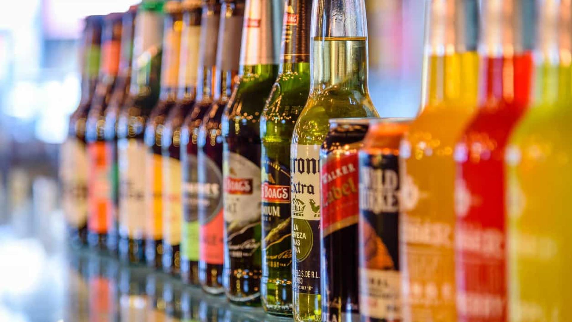 Sim, há pessoas pesquisando a relação entre a cerveja Corona e o vírus