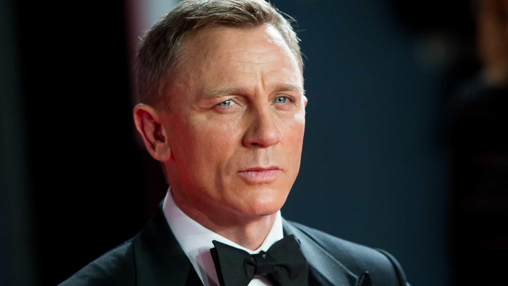 Daniel Craig revela que frequenta bares gays para evitar brigas