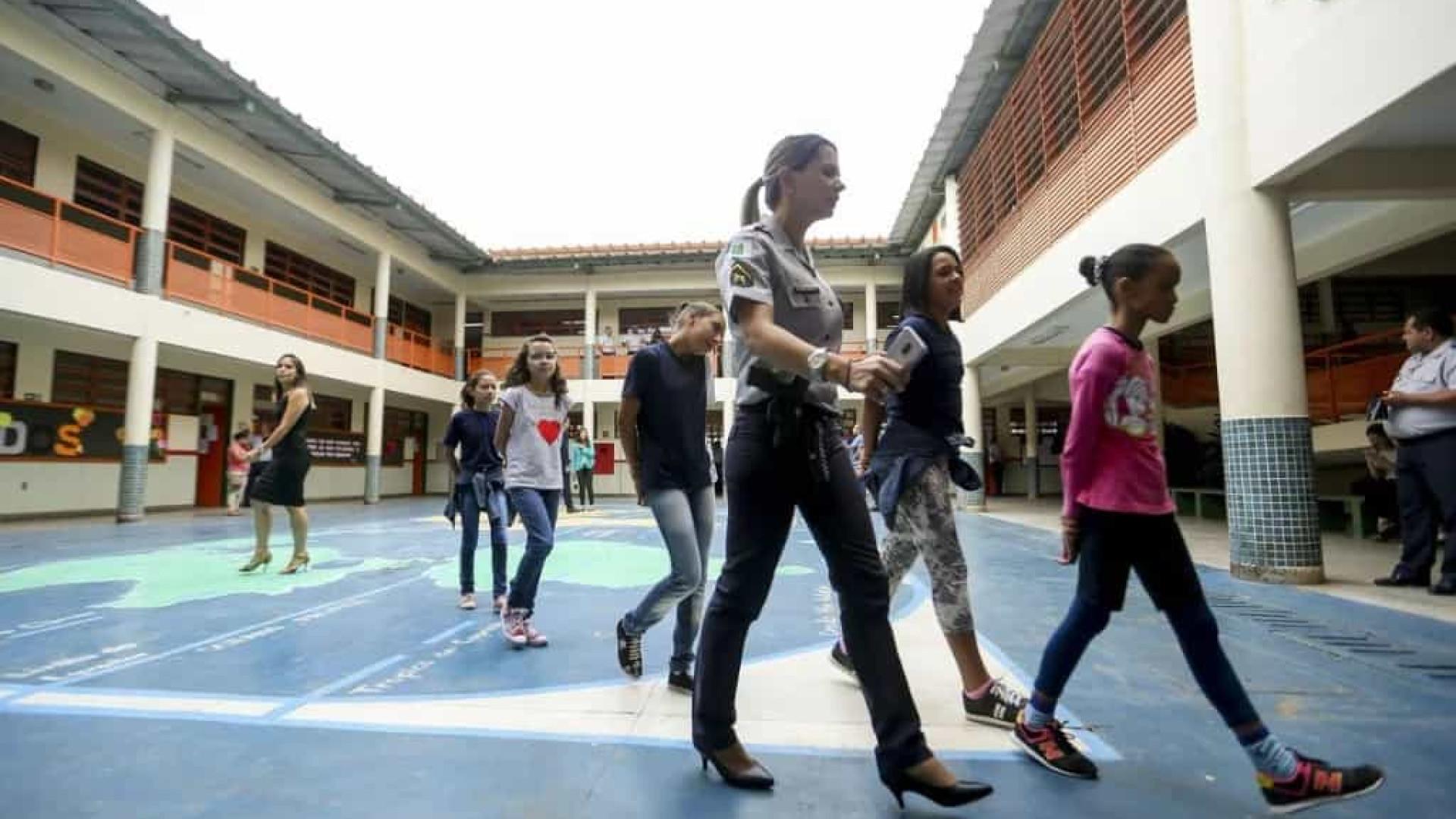 MEC exige cabelo preso em escola cívico-militar