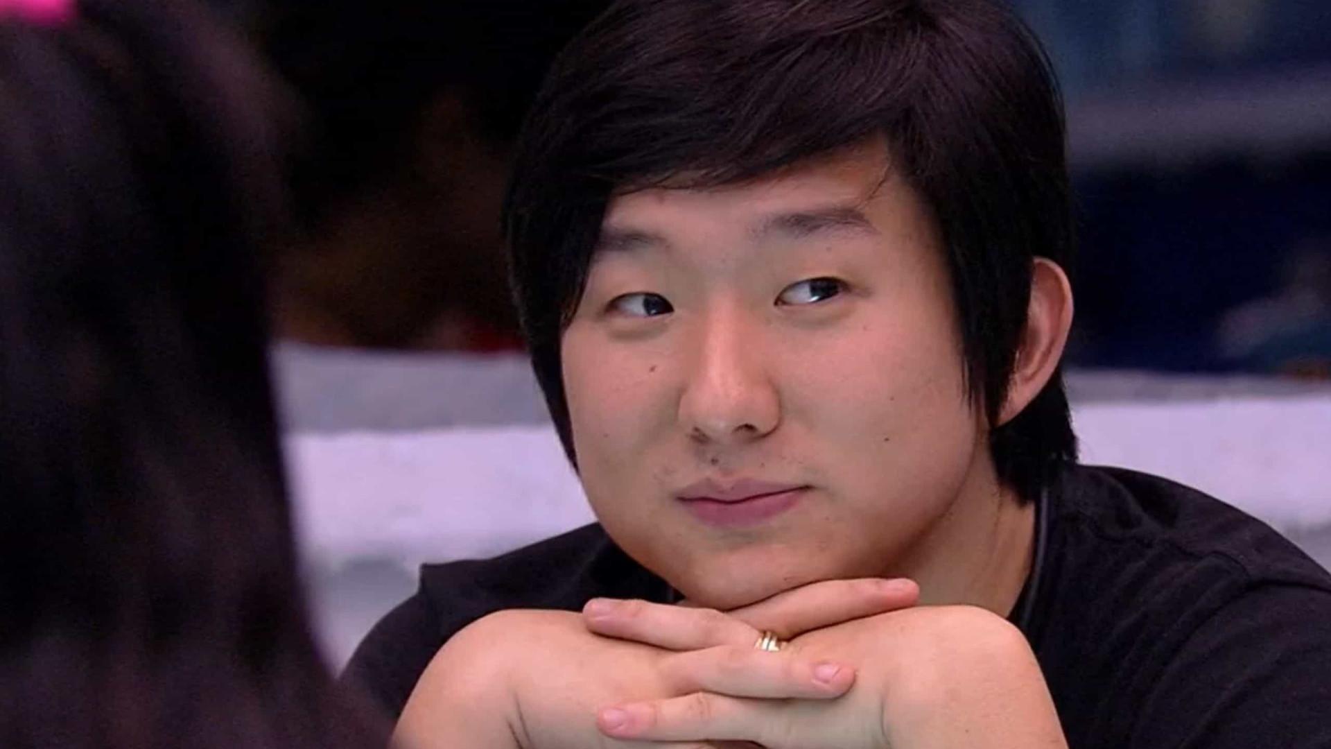 Pyong Lee diz usar mesma camiseta há uma semana e não passa desodorante