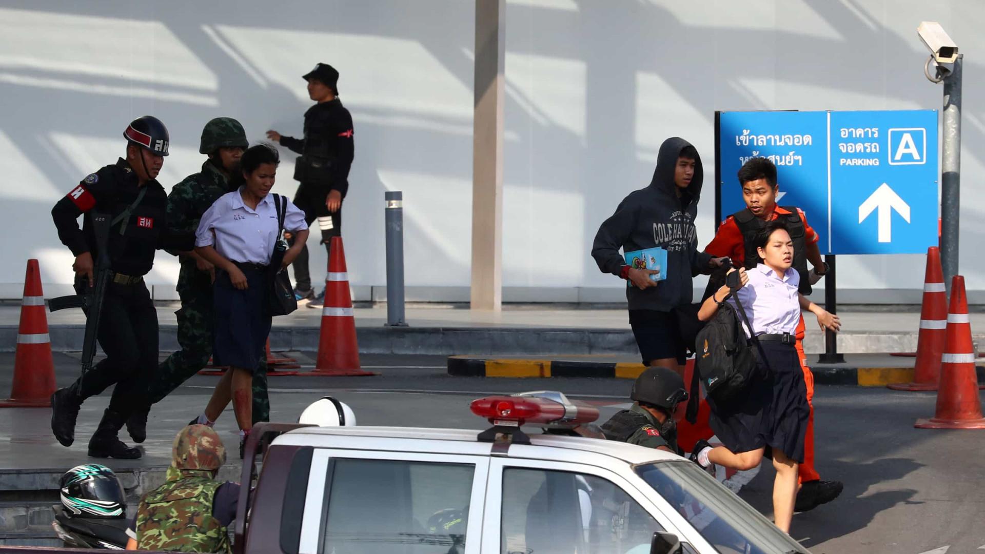 Sobreviventes recordam tiroteio que matou 30 pessoas na Tailândia