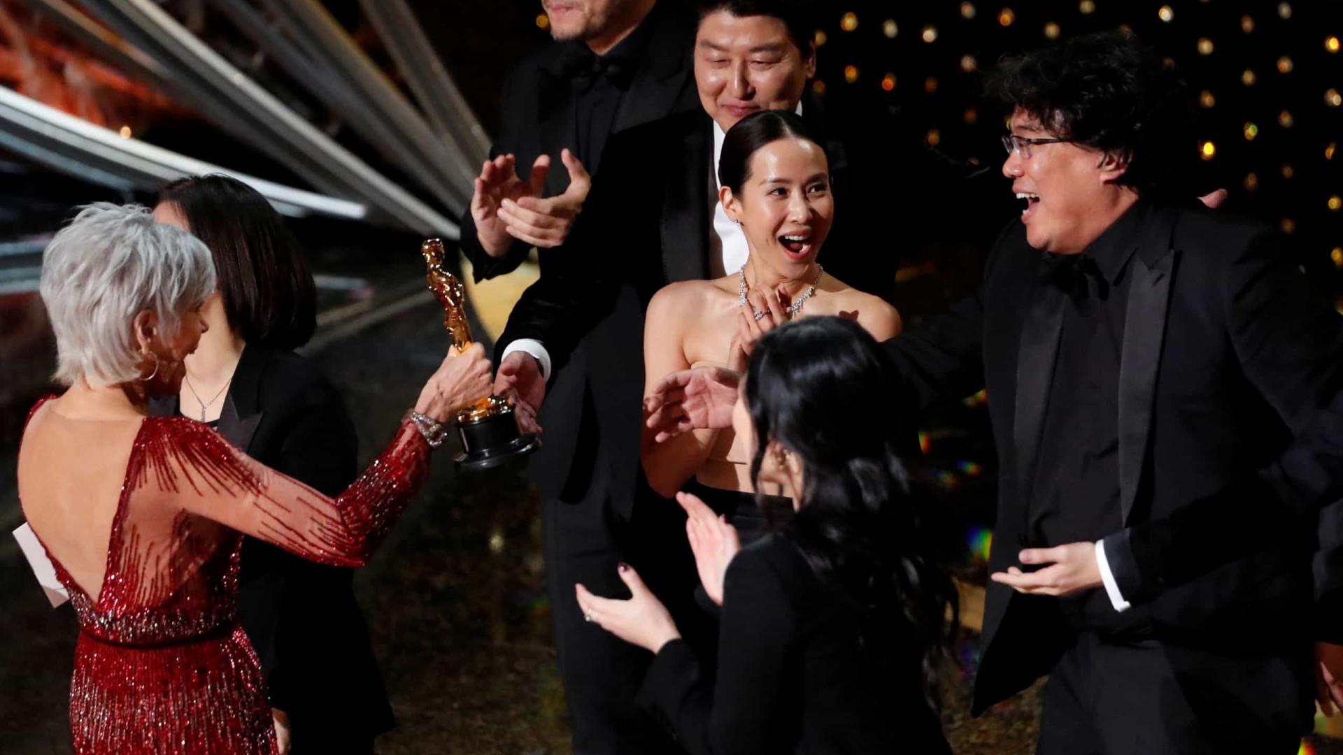 Sul-coreano 'Parasita' surpreende e é o grande vencedor do Oscar