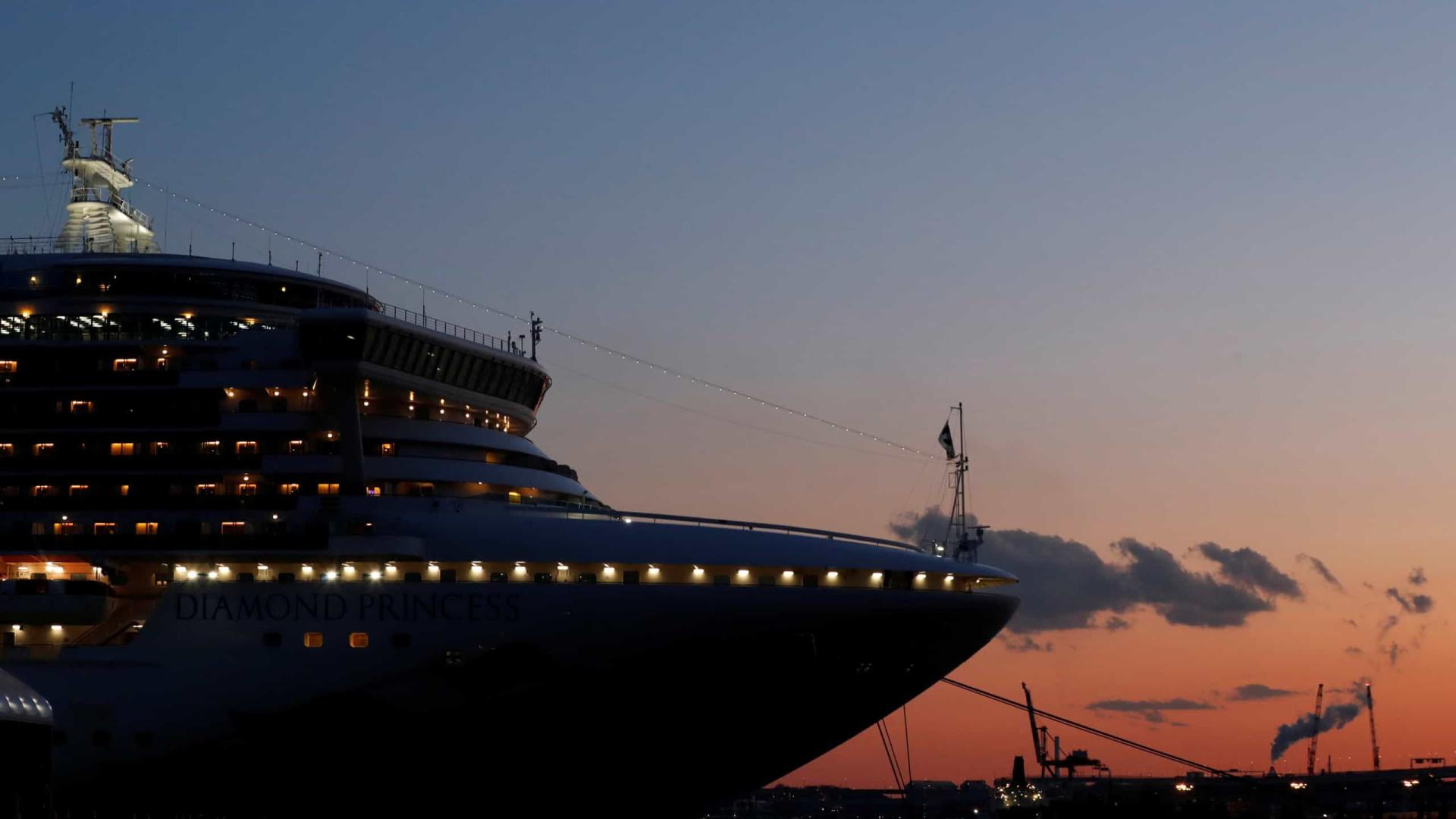 EUA restringem chegada no país de americanos que estiveram no navio