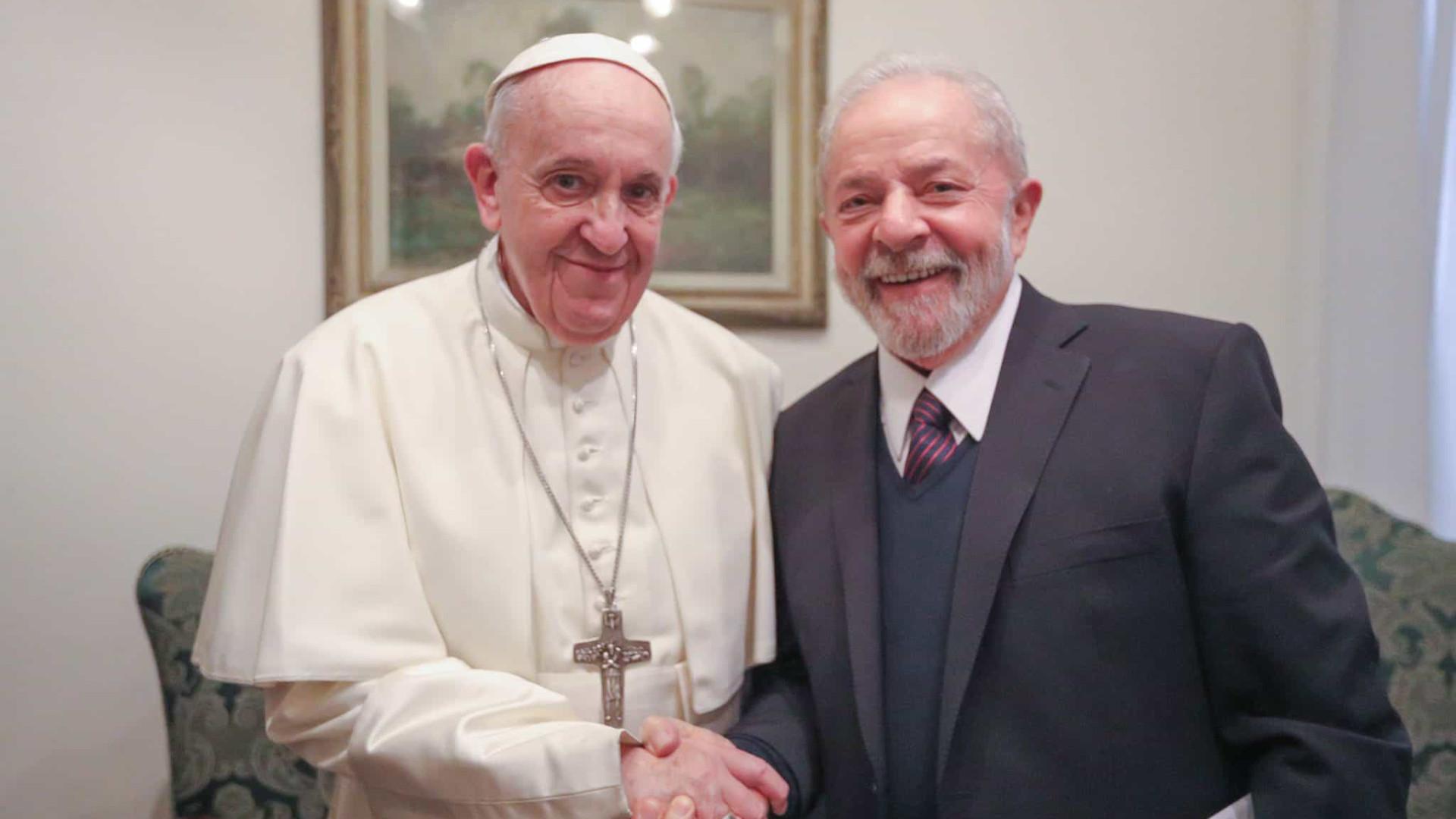 Lula se encontra com papa e cita 'conversa sobre mundo mais justo'