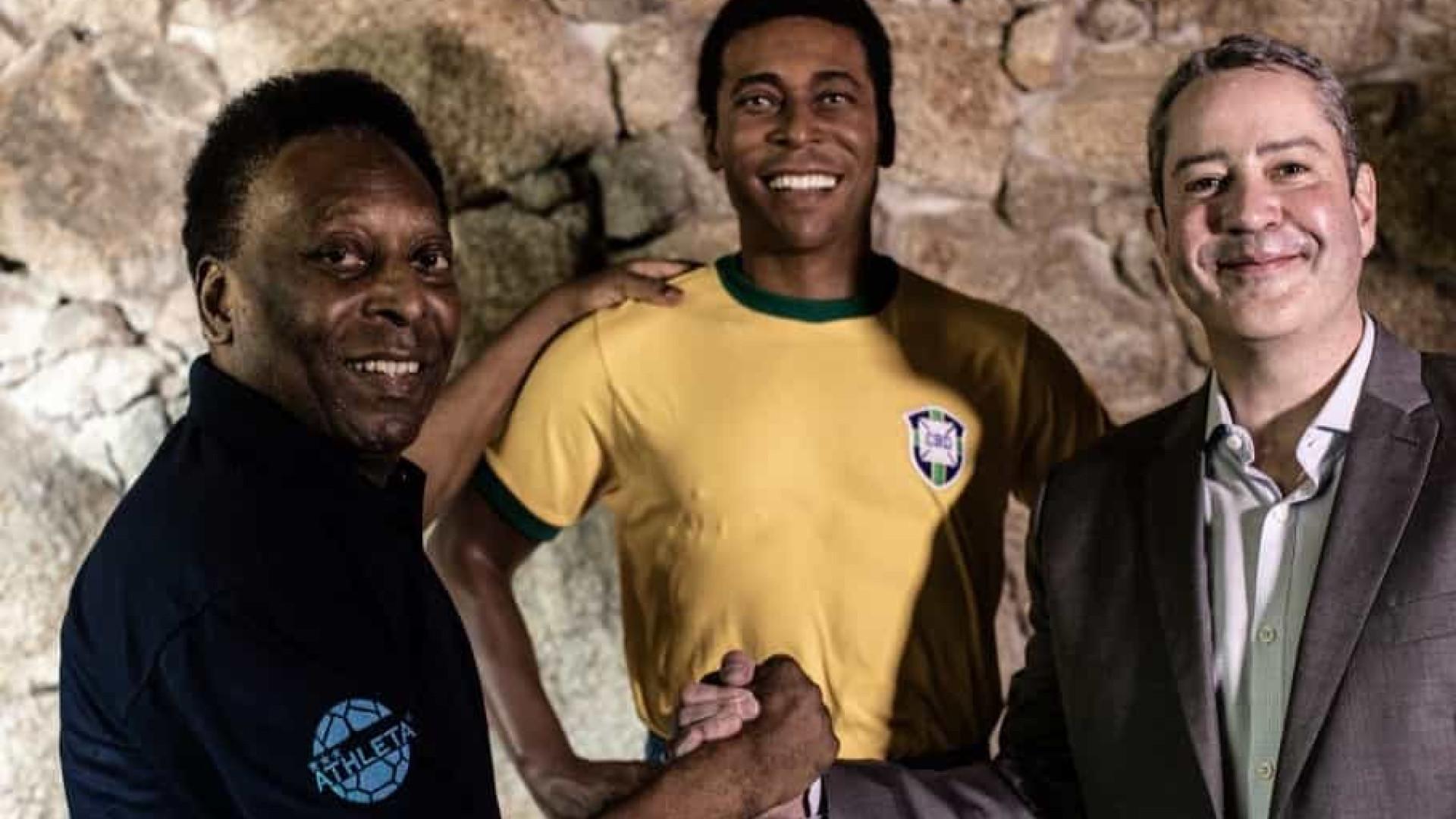 Estátua de Pelé é inaugurada em homenagem à Copa de 1970