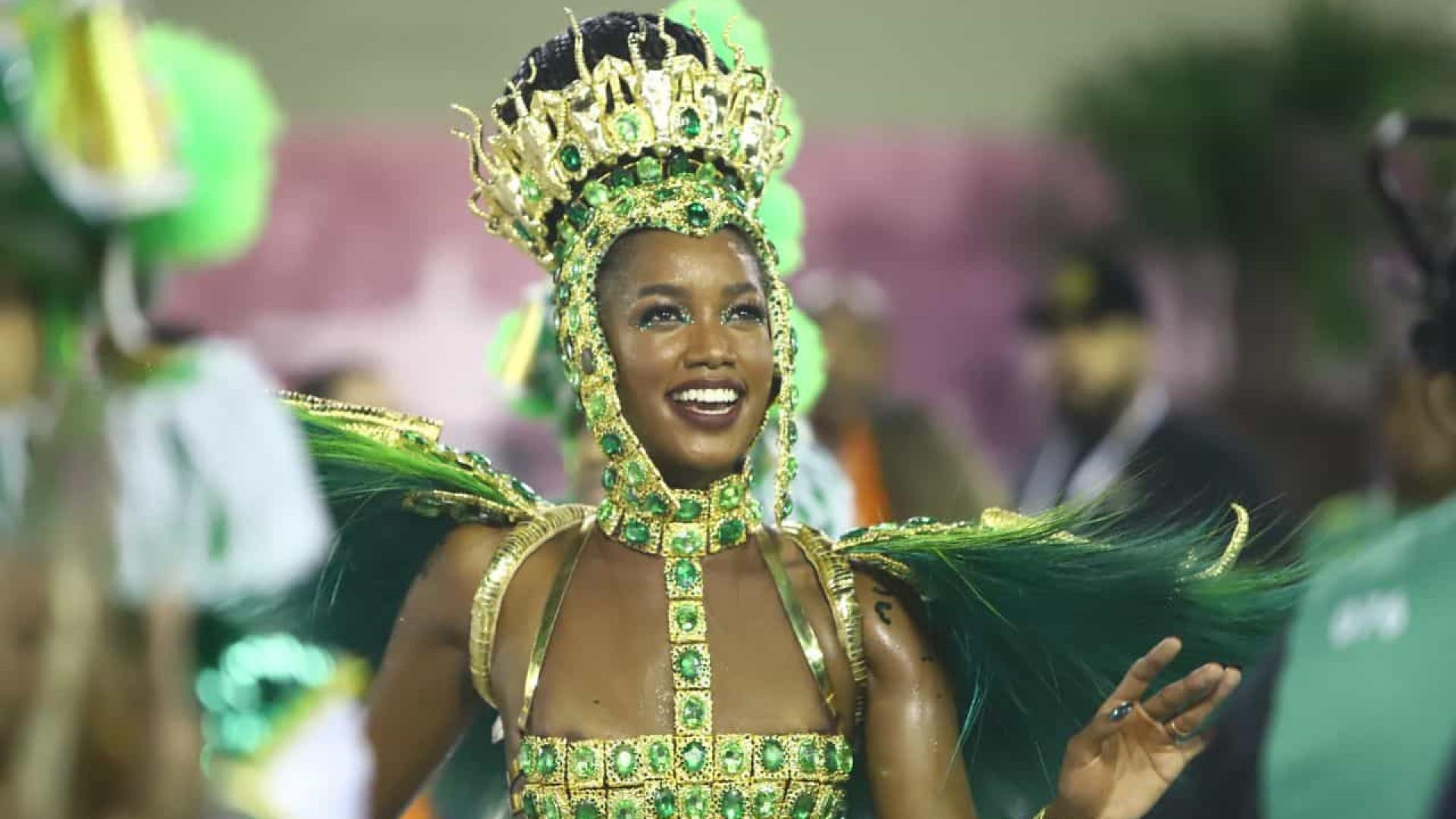 Escolas de samba do Rio assinam contrato para 4 carnavais até 2025