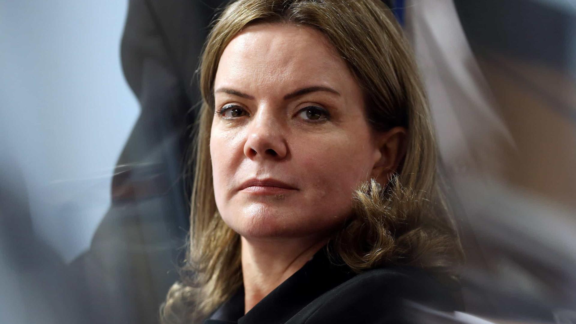 Gleisi critica Obama por falar sobre corrupção envolvendo Lula em 2009
