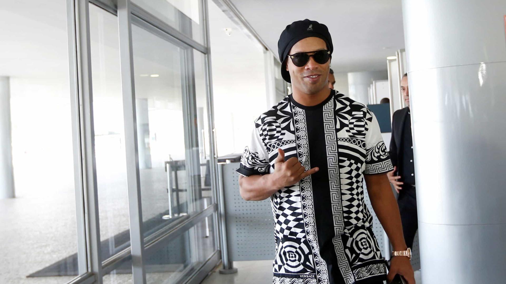 Ronaldinho é diagnosticado com covid-19 e cancela presença em evento no Mineirão