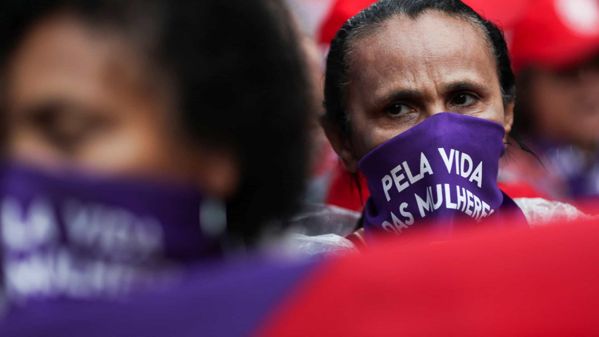 Em protestos pelo país, mulheres repudiam Bolsonaro