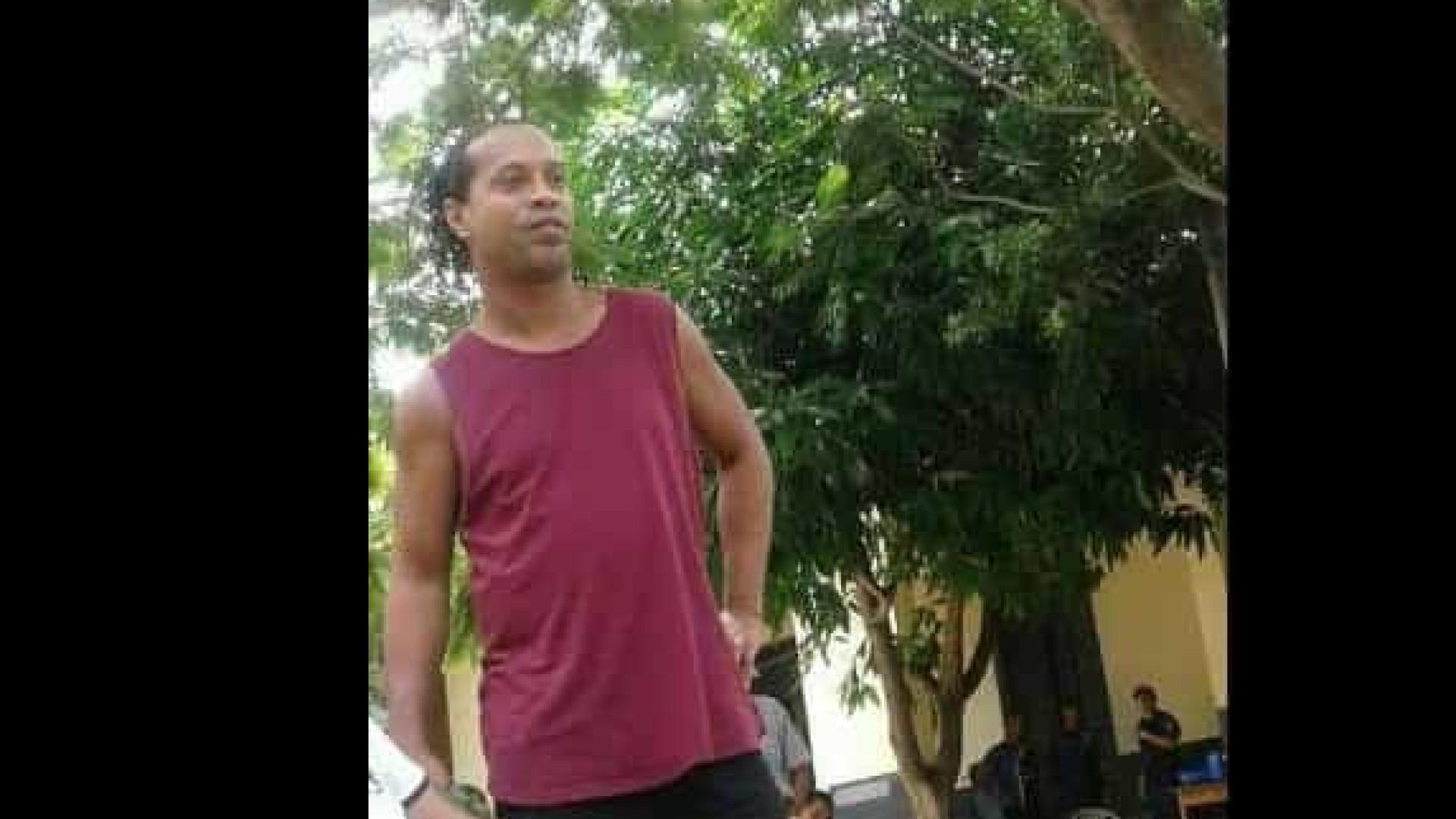 Ronaldinho participa de futebol na cadeia, diz imprensa paraguaia