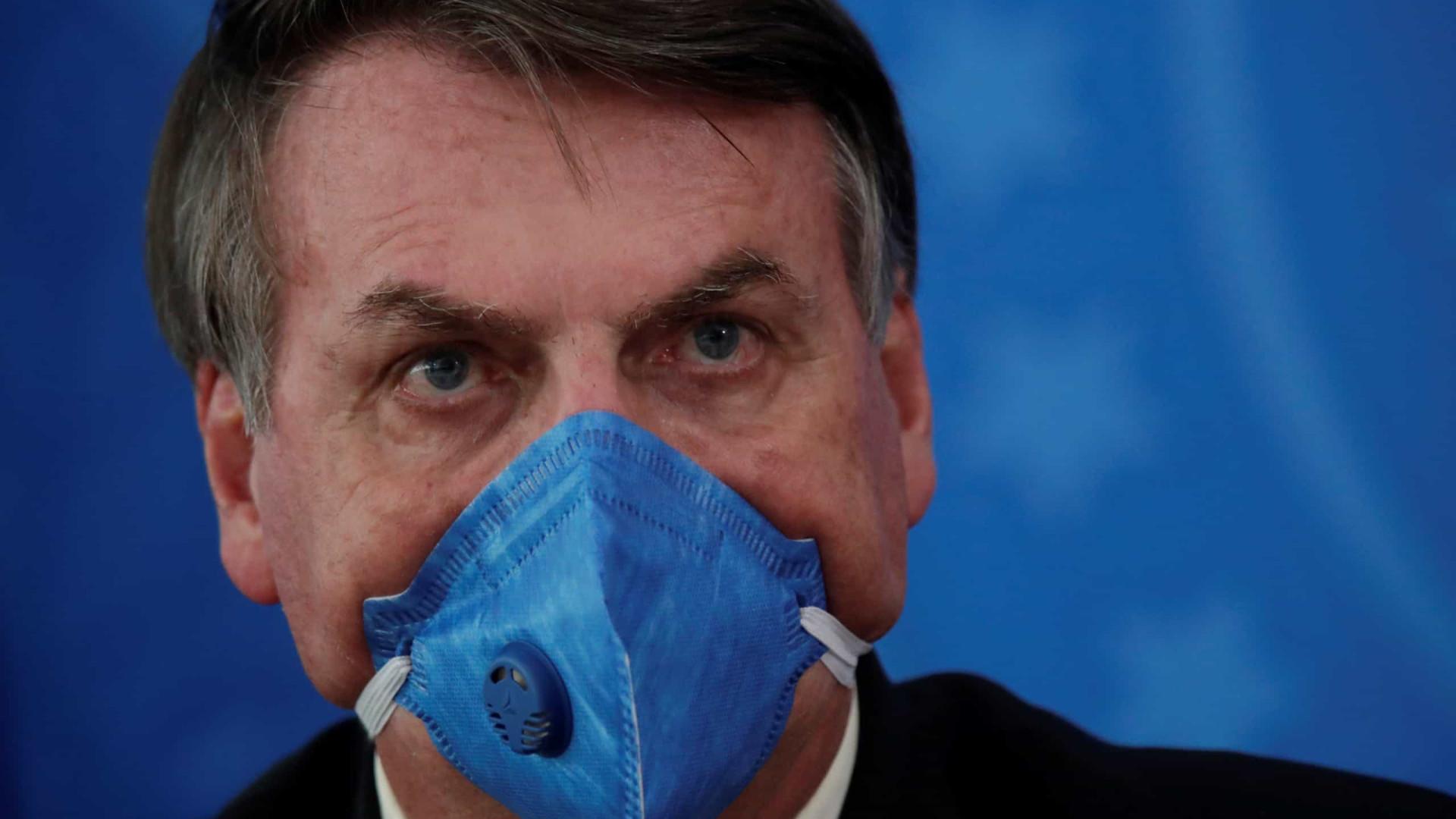 Bolsonaro: povo é enganado por governadores e imprensa sobre covid-19