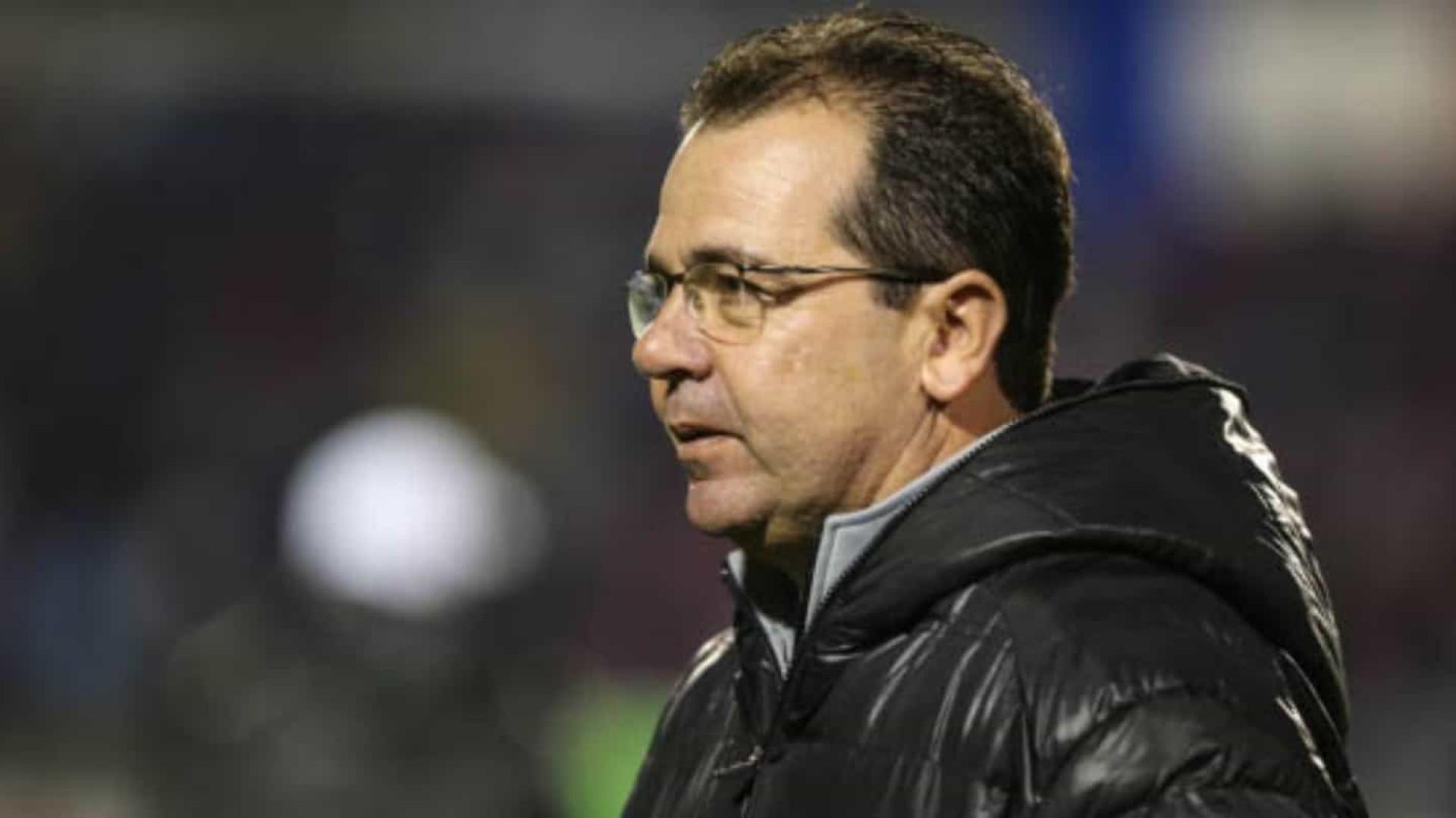 Enderson se apresenta ao Cruzeiro e pede 'reforços pontuais'