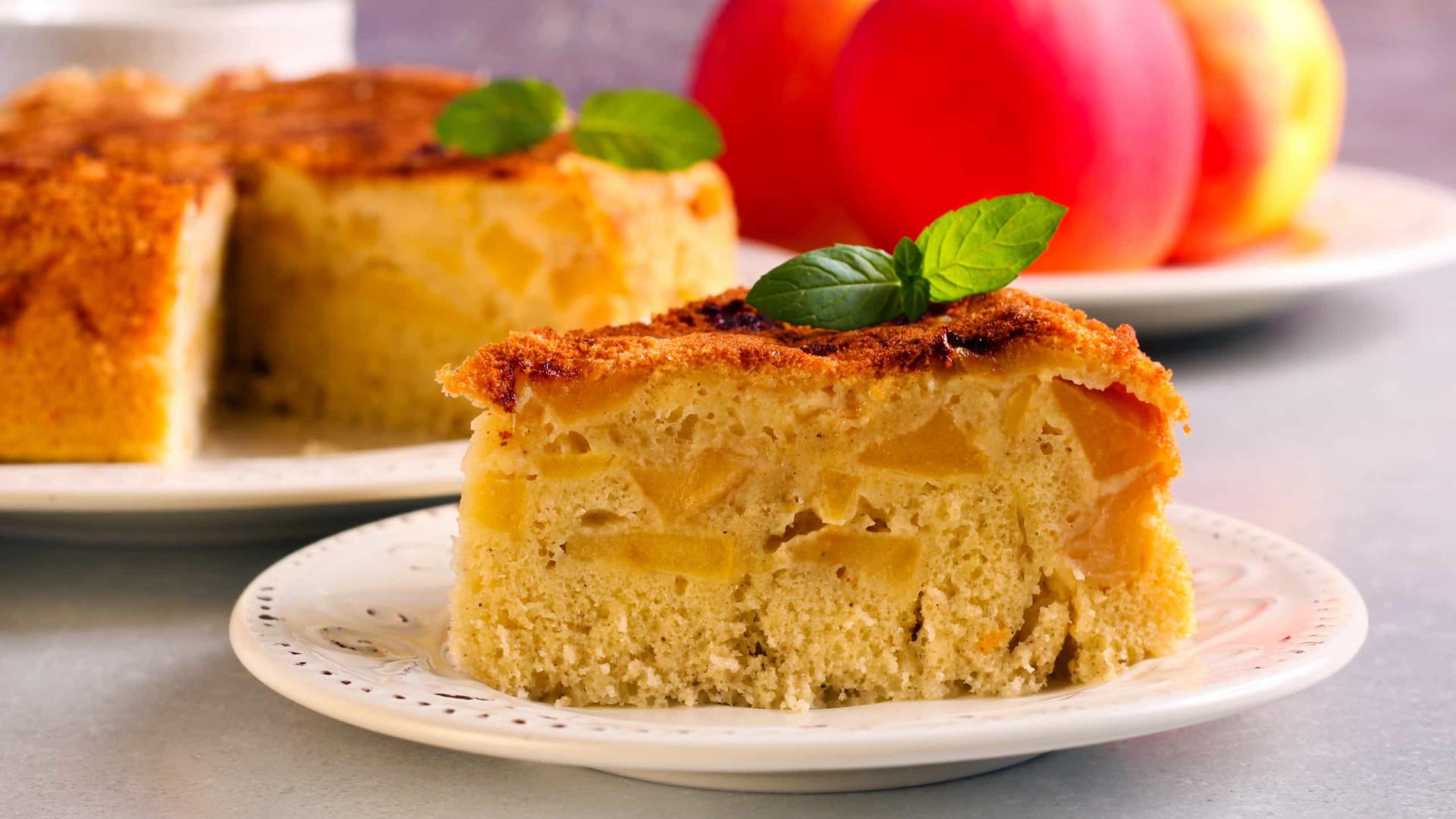 Aprenda a fazer este delicioso bolo de maçã e canela
