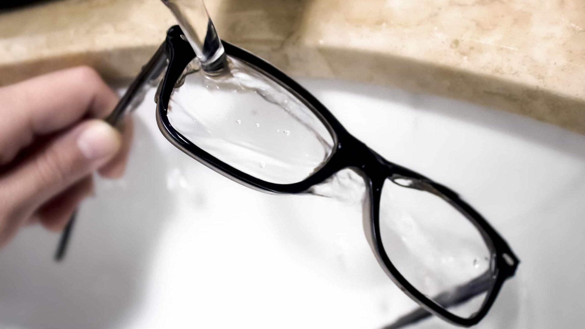 A importância de desinfectar os óculos. Quatro passos obrigatórios