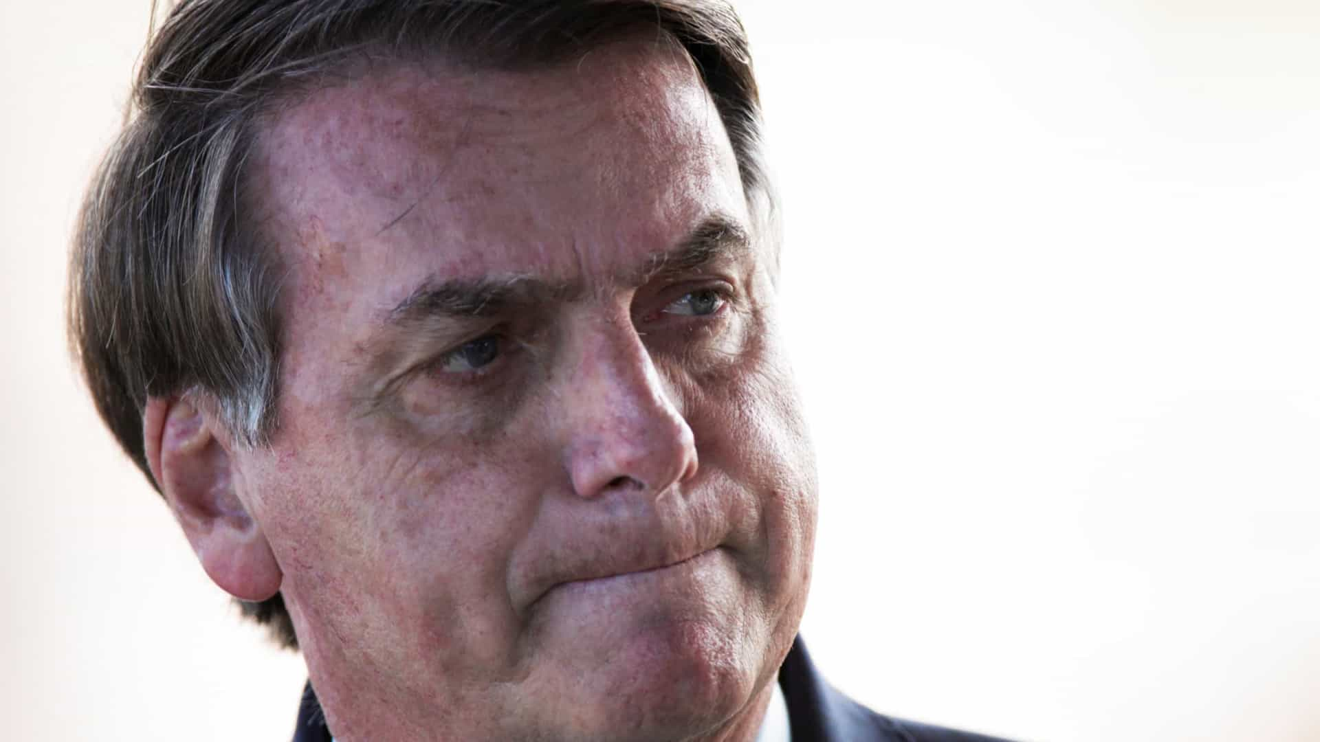 Bolsonaro pede desculpas por compartilhar Fake News