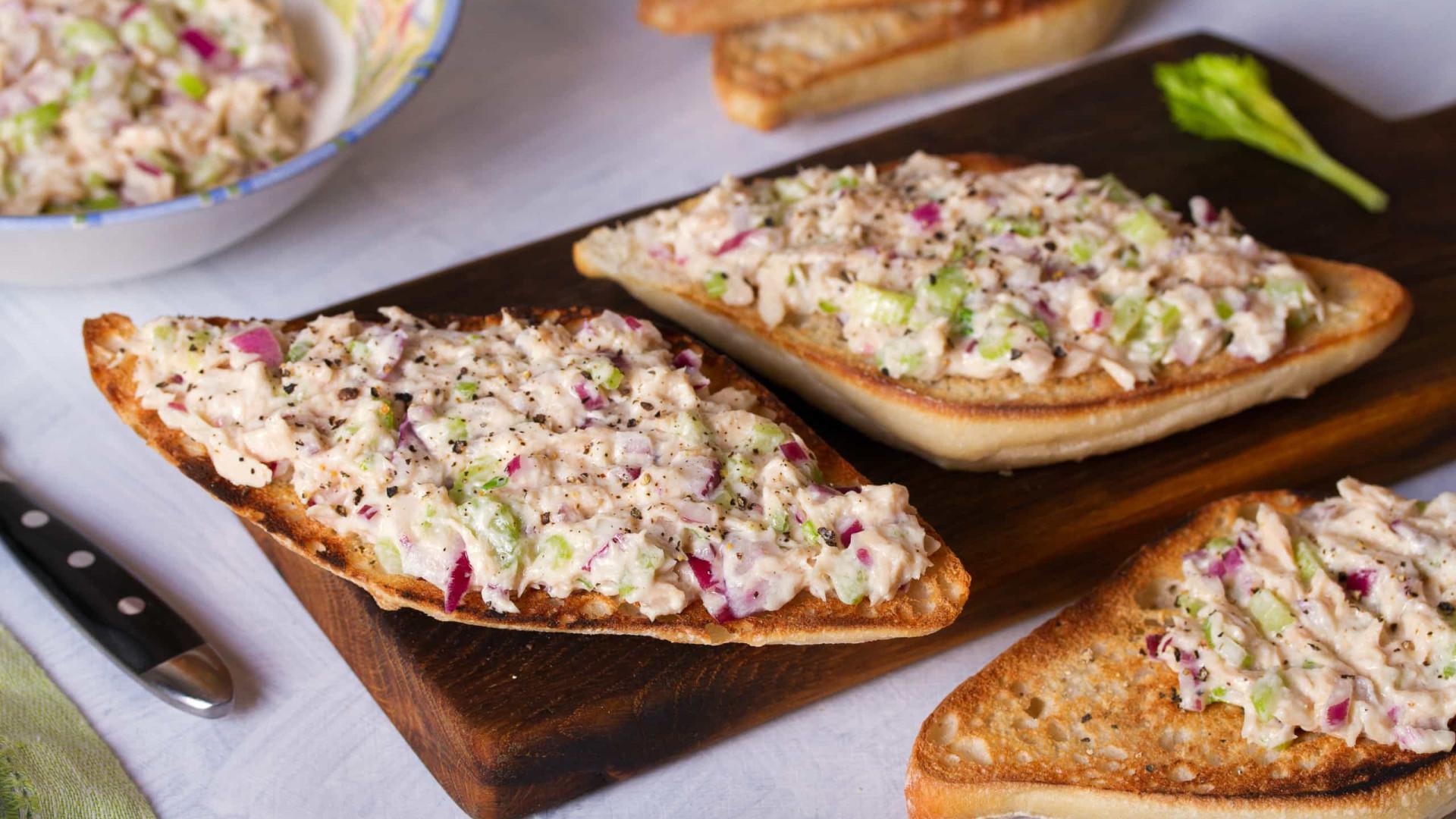 Aprenda fazer um delicioso sanduíche de Atum com maçã verde
