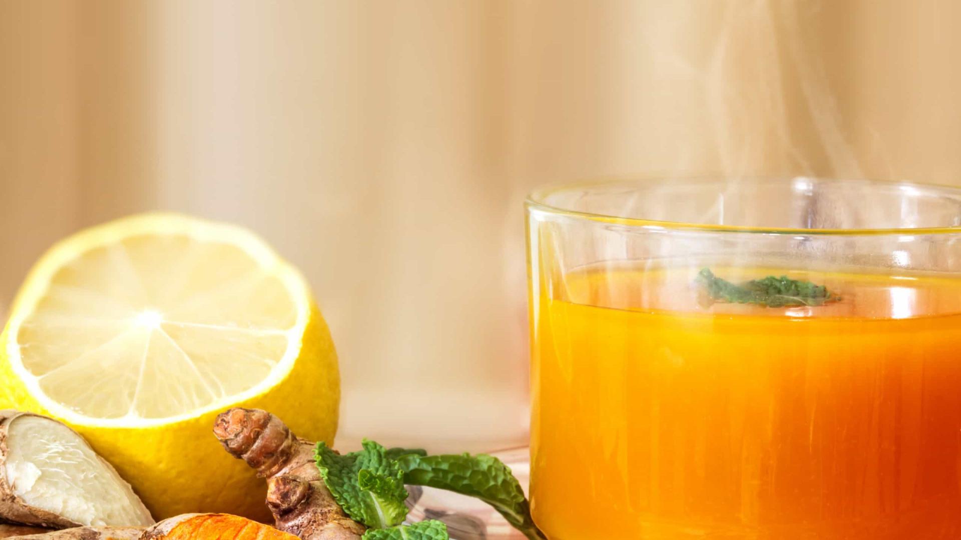 Chá de curcuma, limão e gengibre para fortalecer o sistema imunológico