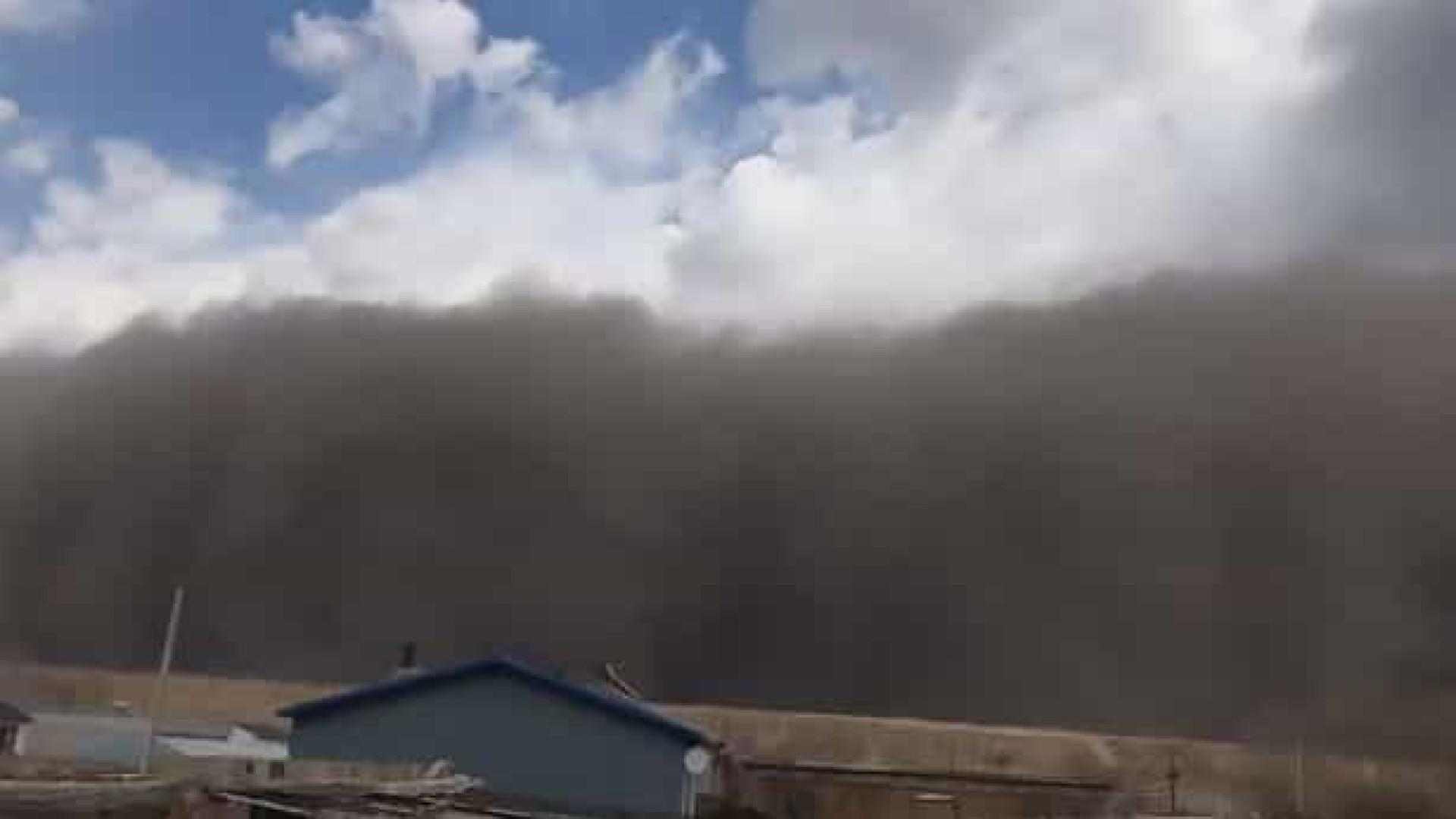 Cidade chinesa de Baicheng é 'engolida' por tempestade de areia
