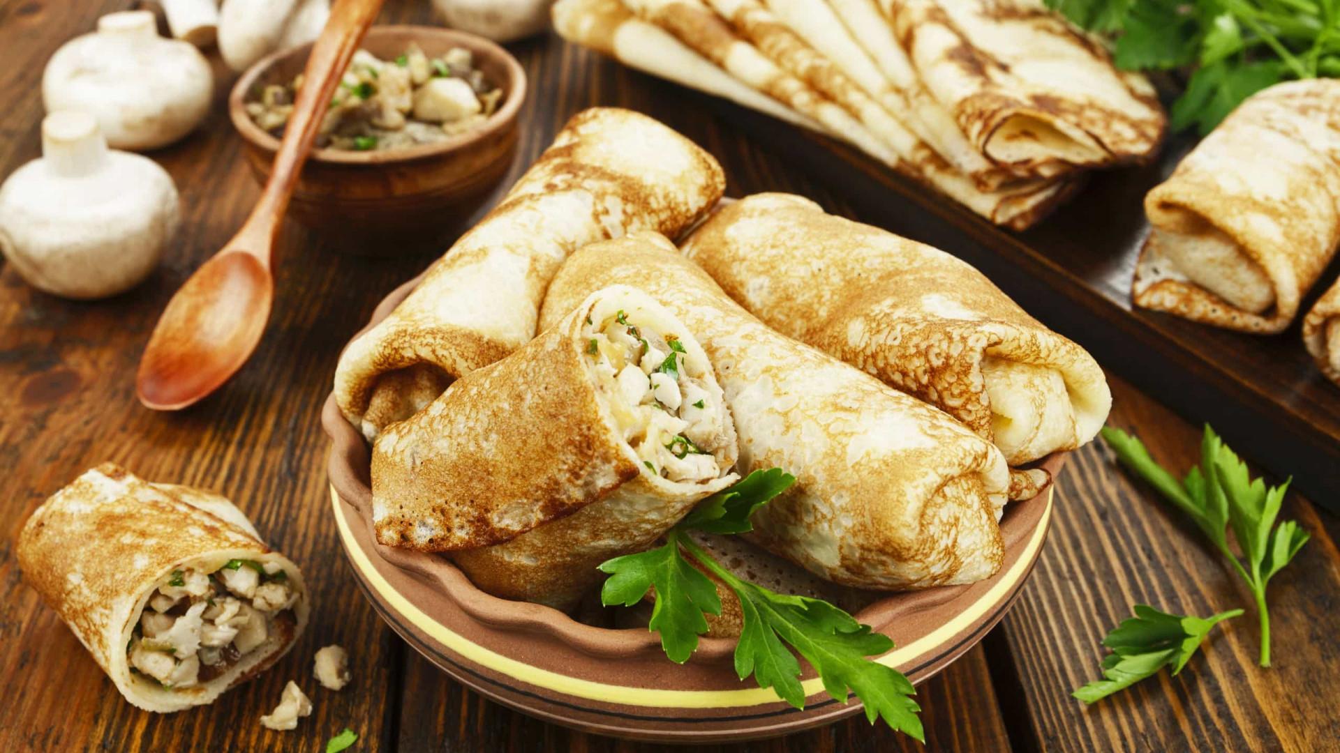 Aprenda fazer deliciosas panquecas de frango desfiado