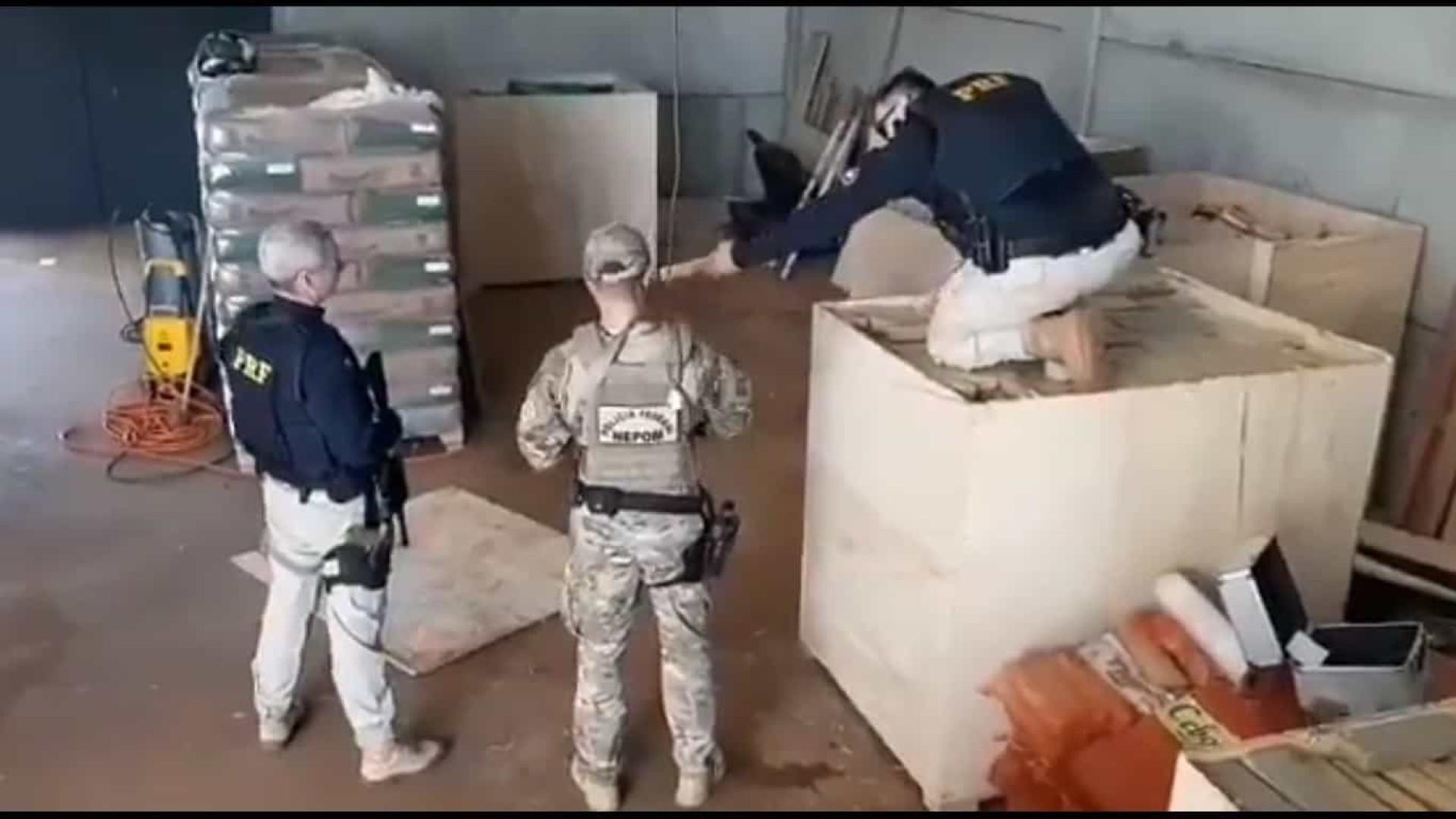 PF e PRF estouram depósito com toneladas de maconha, fuzis e pistolas