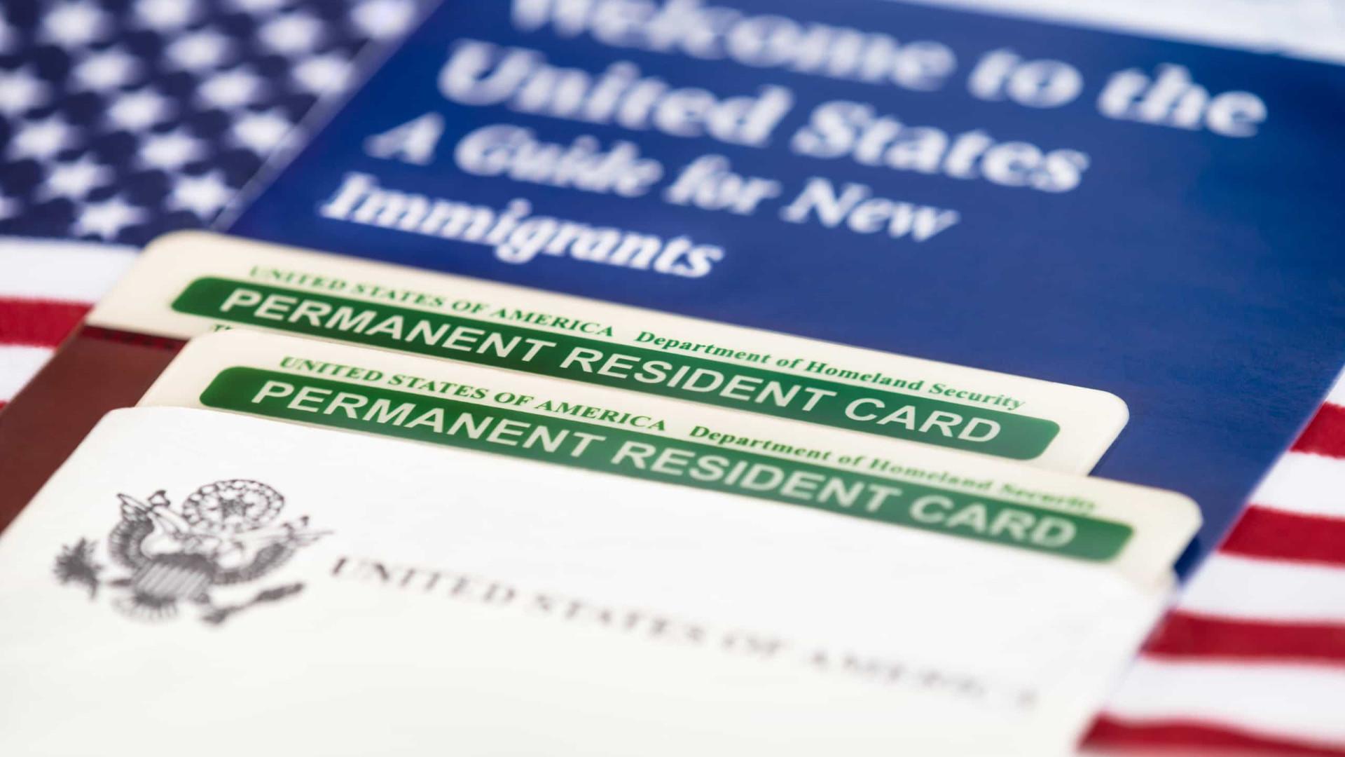 Trump suspende green card por 60 dias e restringe imigração nos EUA