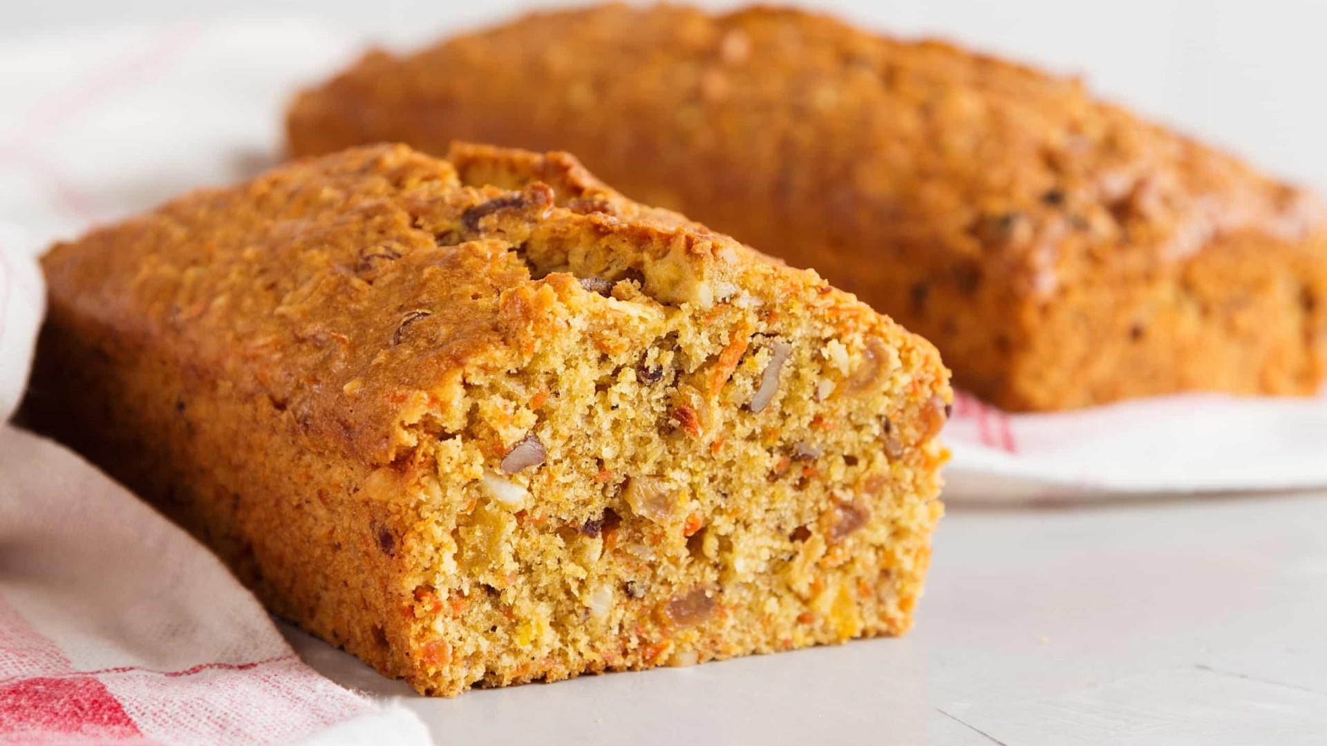 Aprenda a preparar um mega bolo de cenoura e laranja
