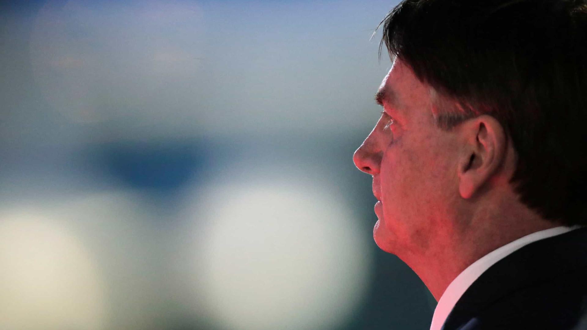 Bolsonaro lamenta marca de 10 mil mortes por coronavírus no Brasil