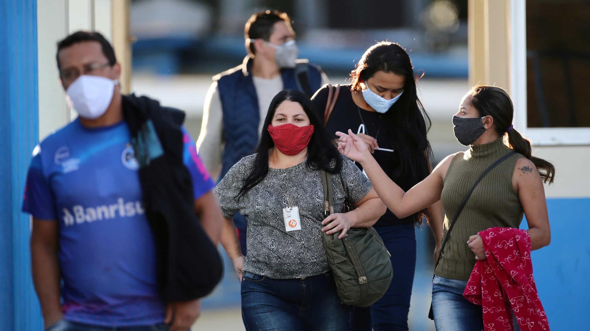 Brasil registra mais de 1.300 mortes por covid-19 em 24 h, novo recorde