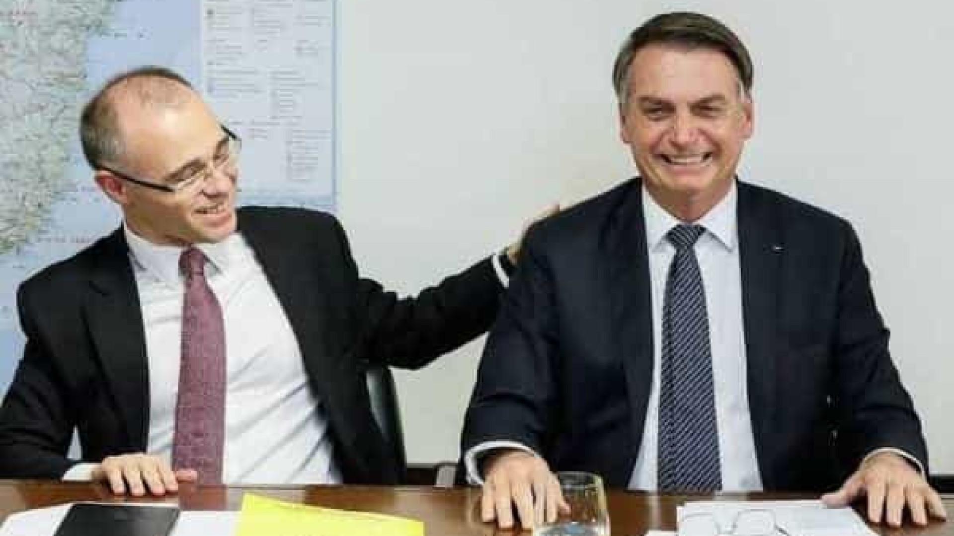 Desgaste no Congresso pode enfraquecer favorito de Bolsonaro em disputa por vaga no Supremo