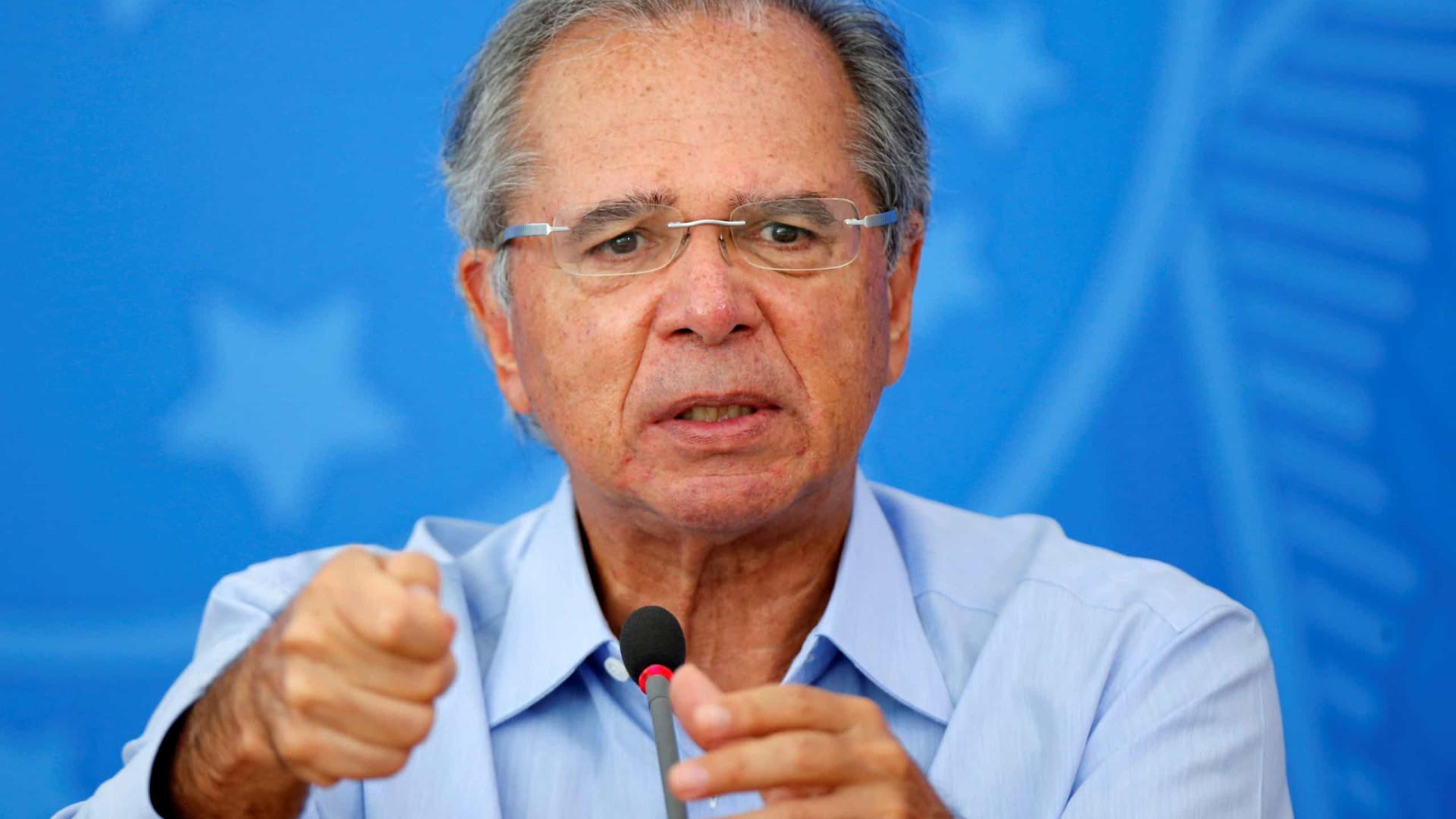 Governo confirma que exame de Guedes para covid-19 deu negativo