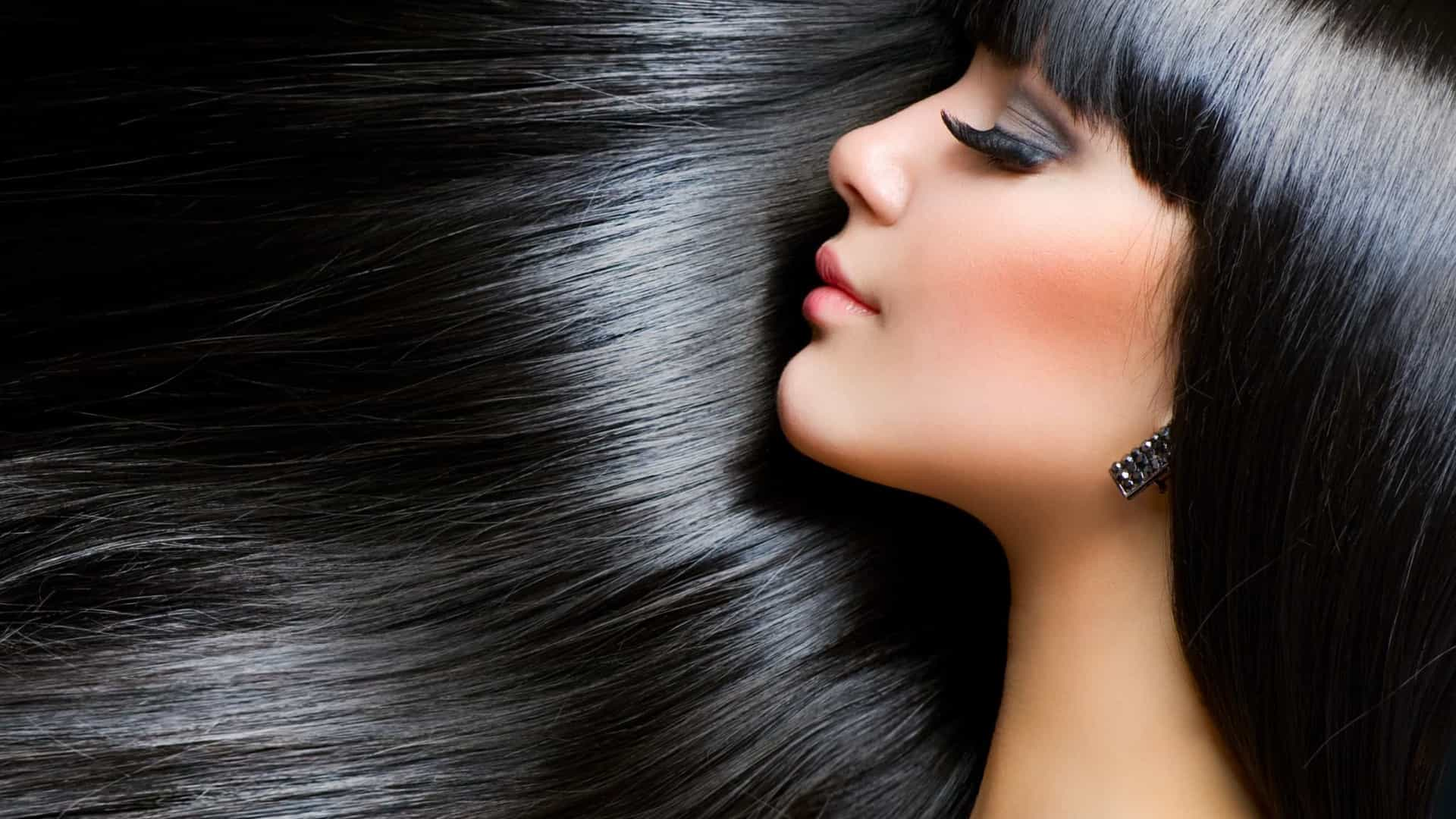 Quatro formas de usar  alecrim e acabar com os cabelos brancos