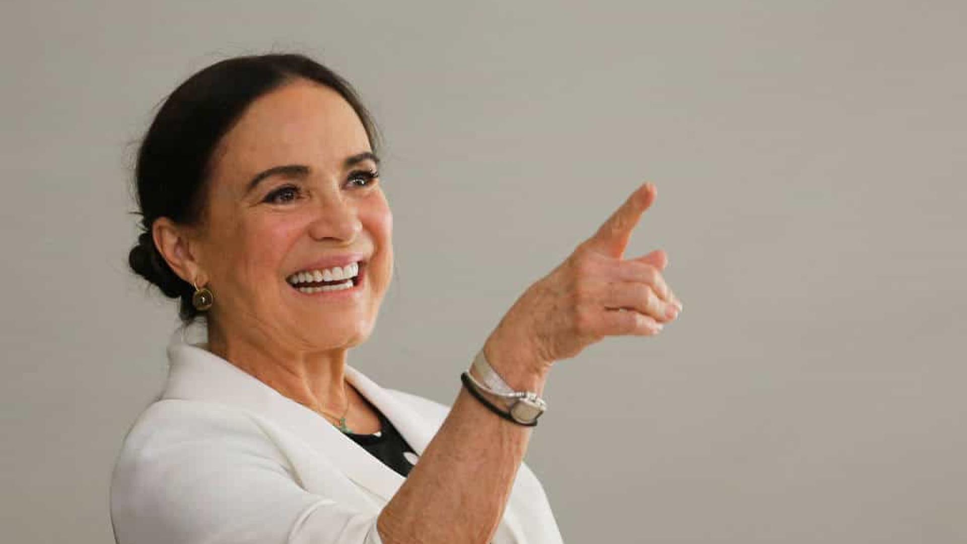 """Regina Duarte publica áudio misterioso sobre homem """"traído"""""""