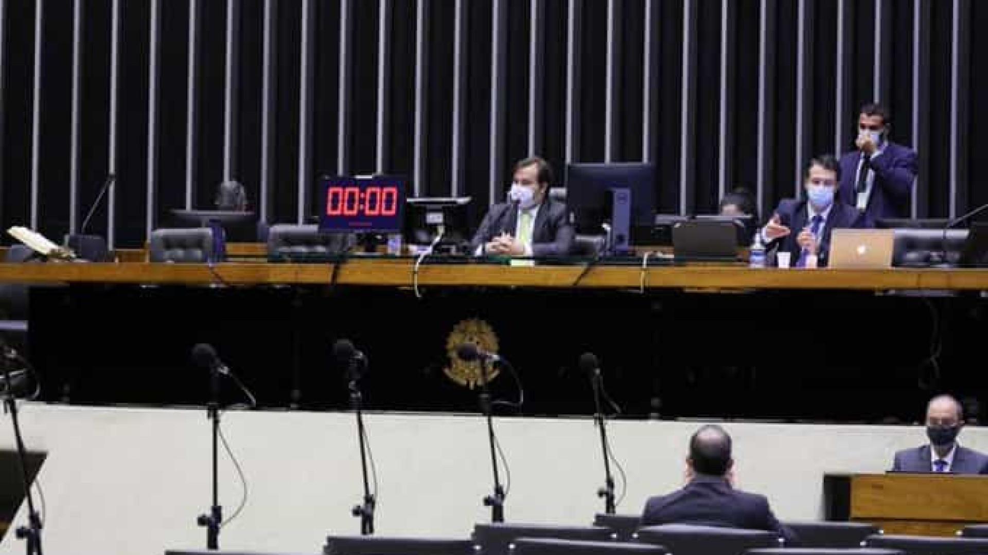 Câmara aprova projeto que autoriza descumprir regra de ouro