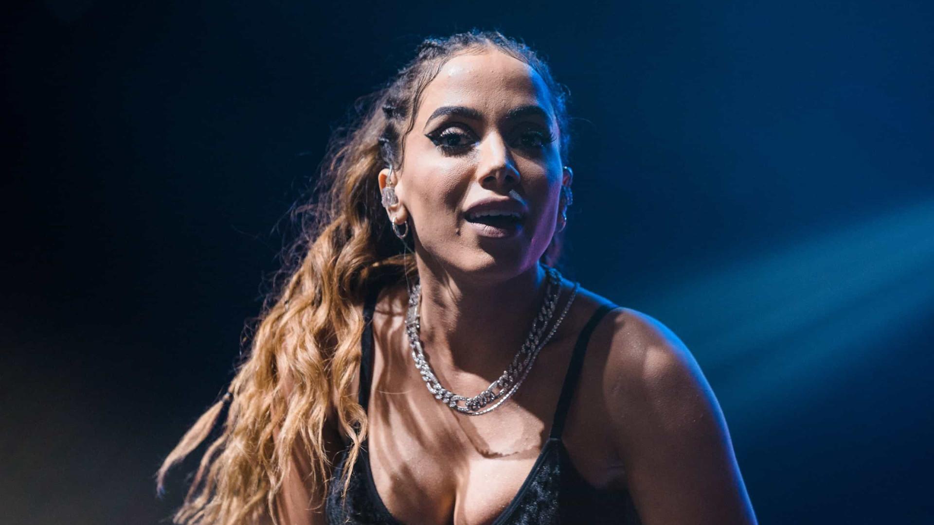 Anitta rebate críticas por elogiar o SUS e diz que não nasceu em 'berço de ouro'