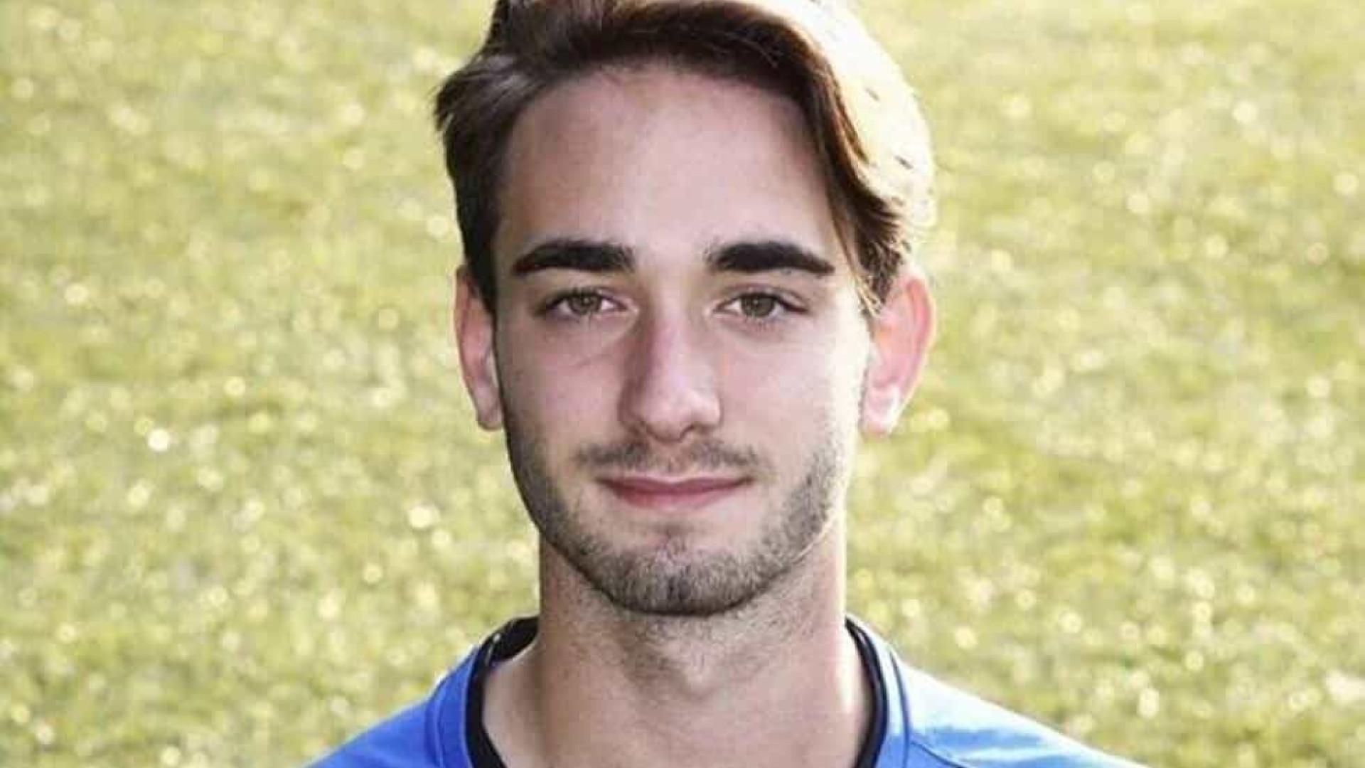 Jogador de futebol de 19 anos morre após treino na Itália