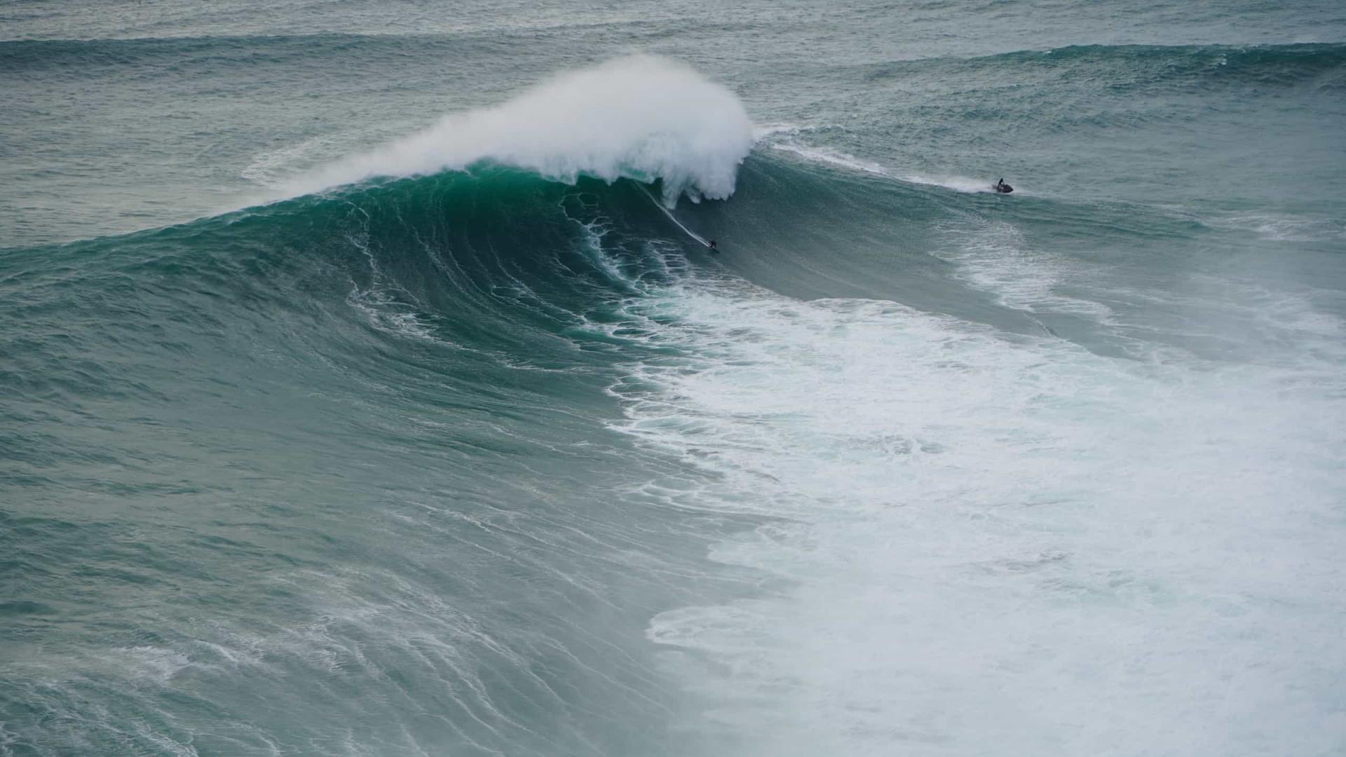 Cinco surfistas morrem após serem arrastados pelo mar