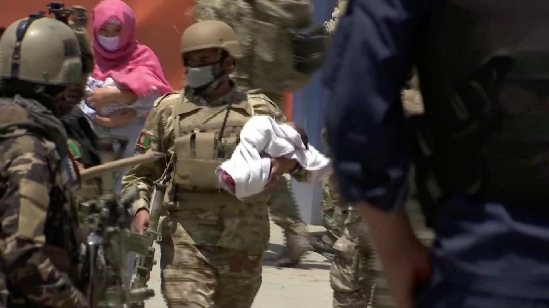 Ataque terrorista em maternidade mata dois bebês e 12 mães