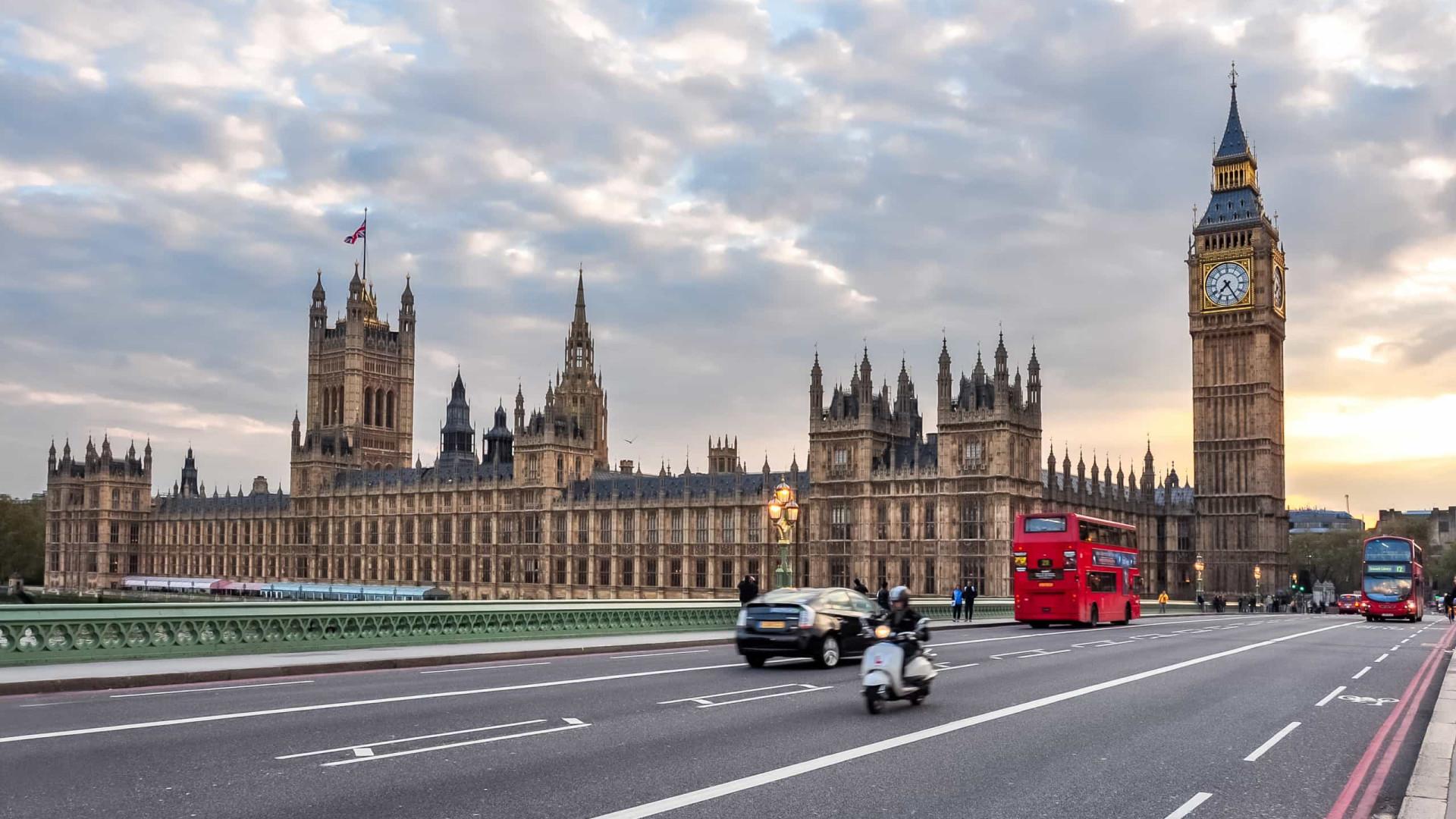 Viajante do Brasil paga mais de R$ 13 mil por quarentena obrigatória na Inglaterra