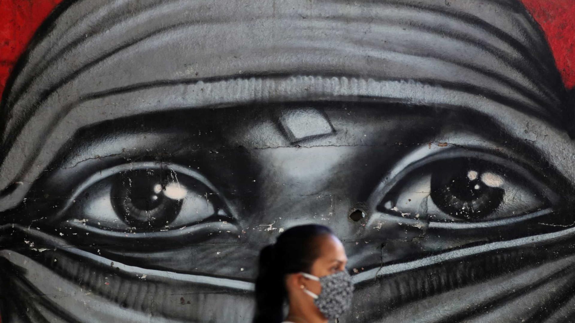Brasil tem 7,36 milhões de casos de covid-19 e 189,22 mil mortes