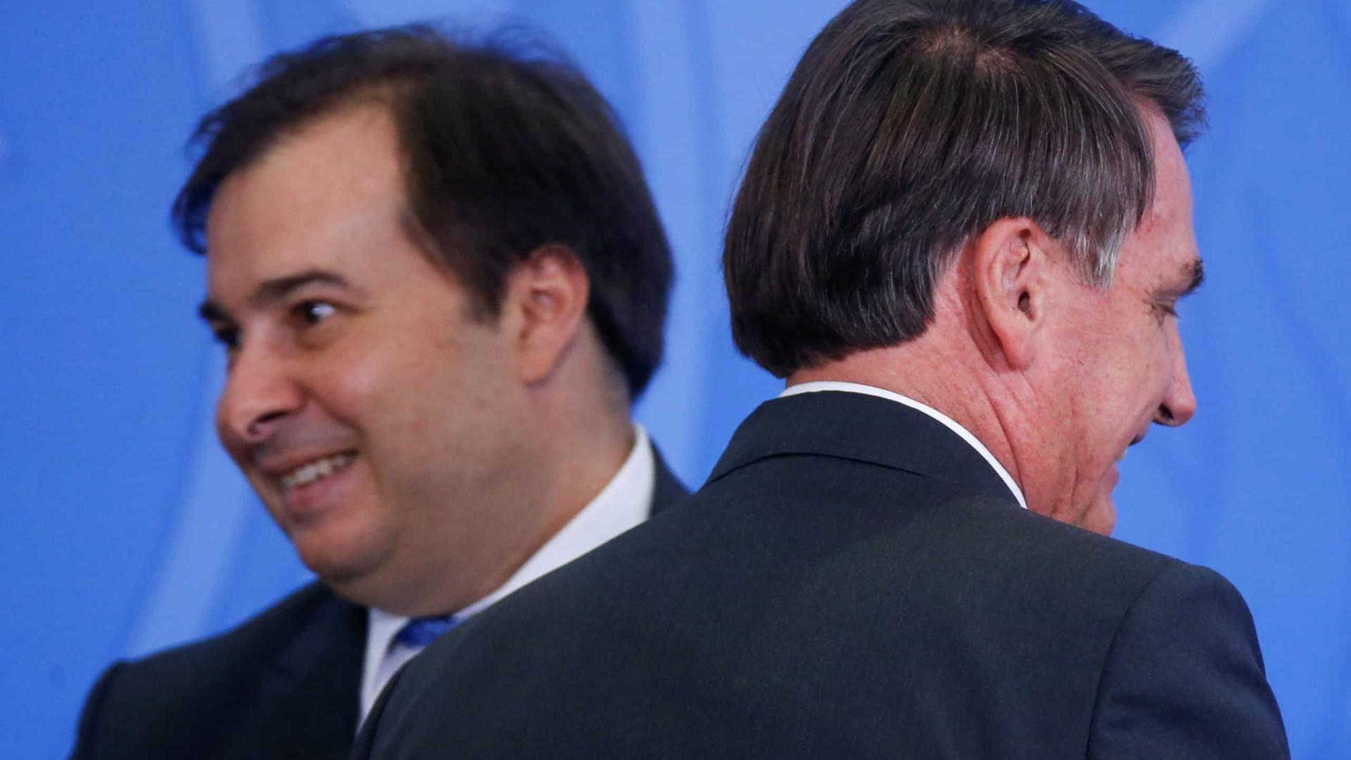 Bolsonaro e Maia disputam apoio de partidos indecisos em sucessão na Câmara