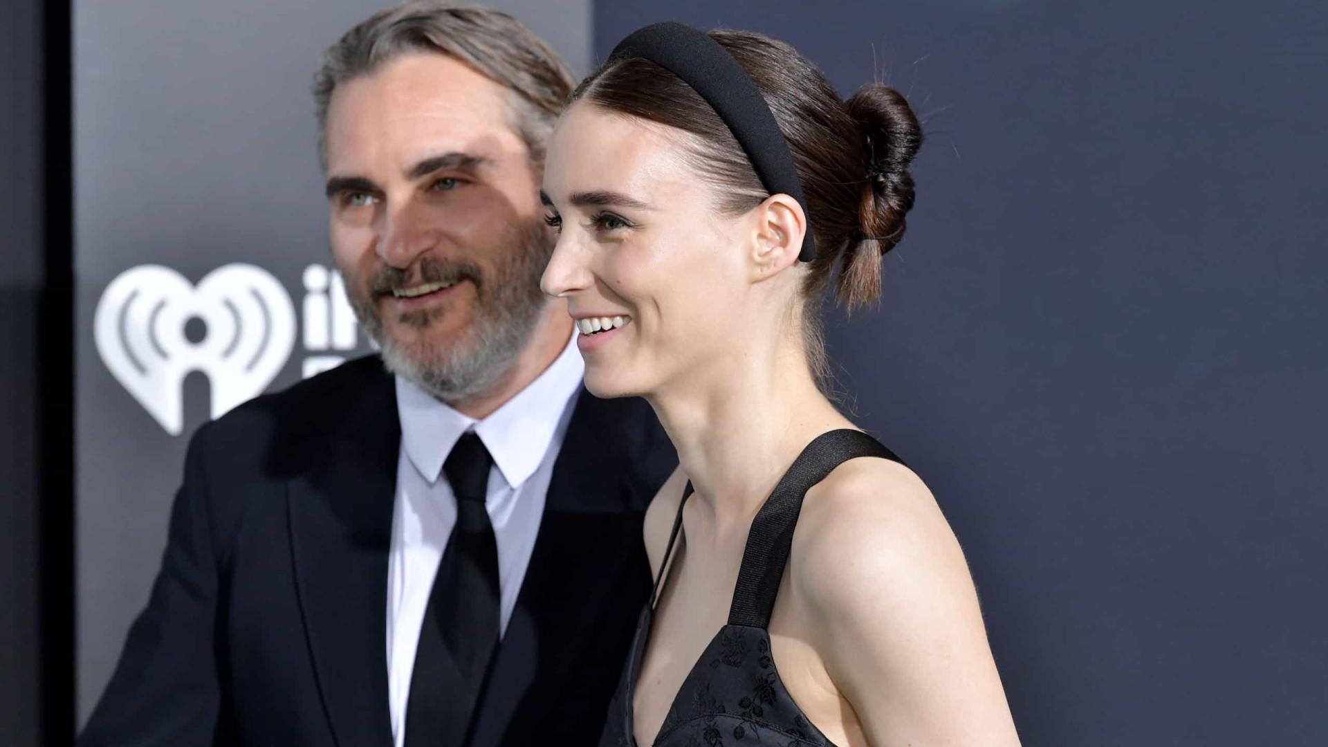 Joaquin Phoenix e Rooney Mara: a primeira foto da gravidez