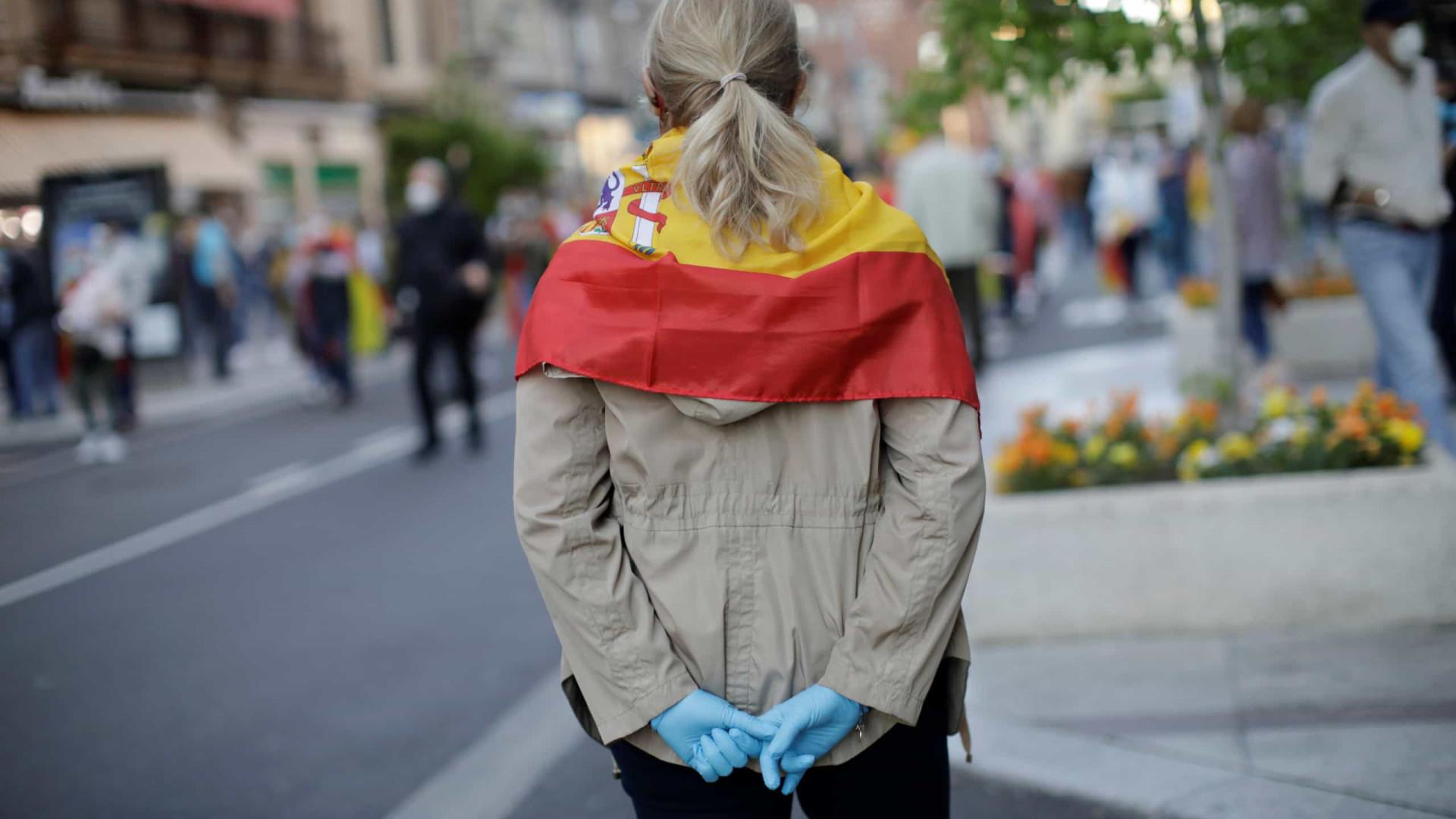 Espanha endurece medidas, fecha bares e proíbe fumar na rua