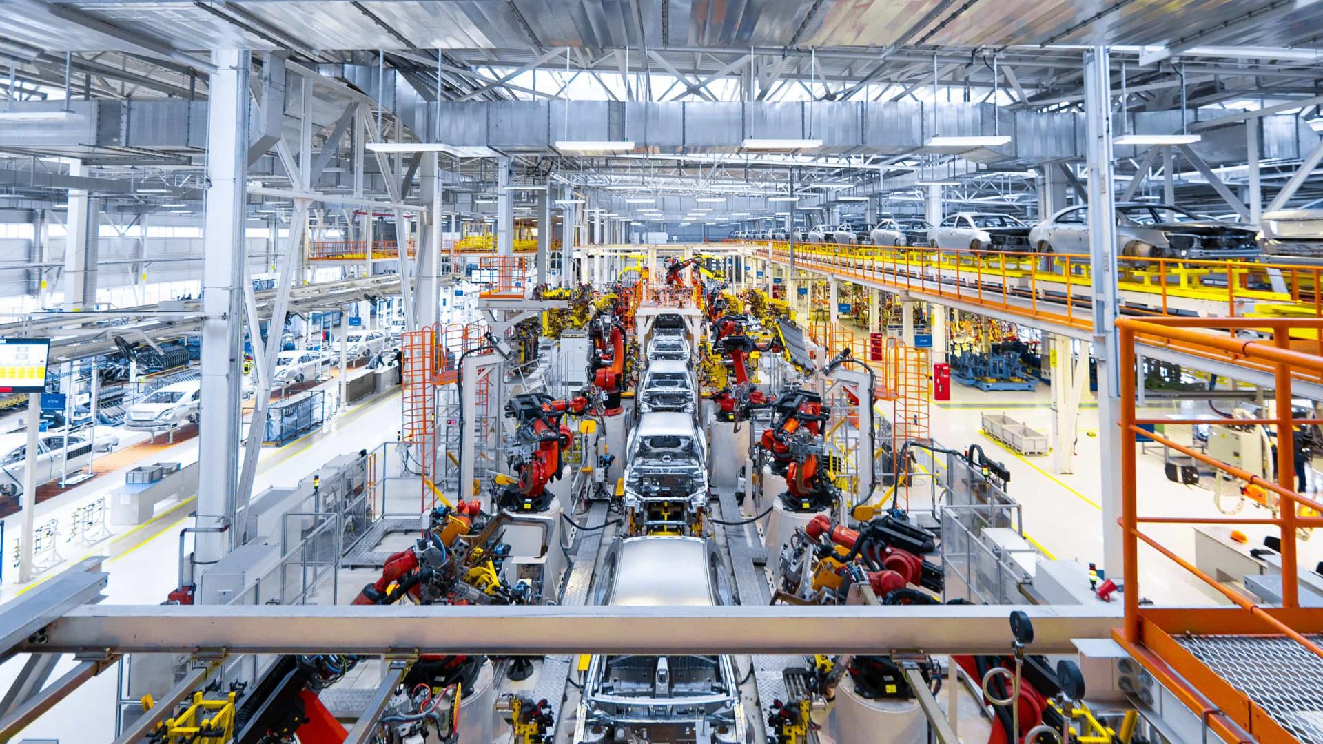 GM e Volks reabrem duas fábricas no País