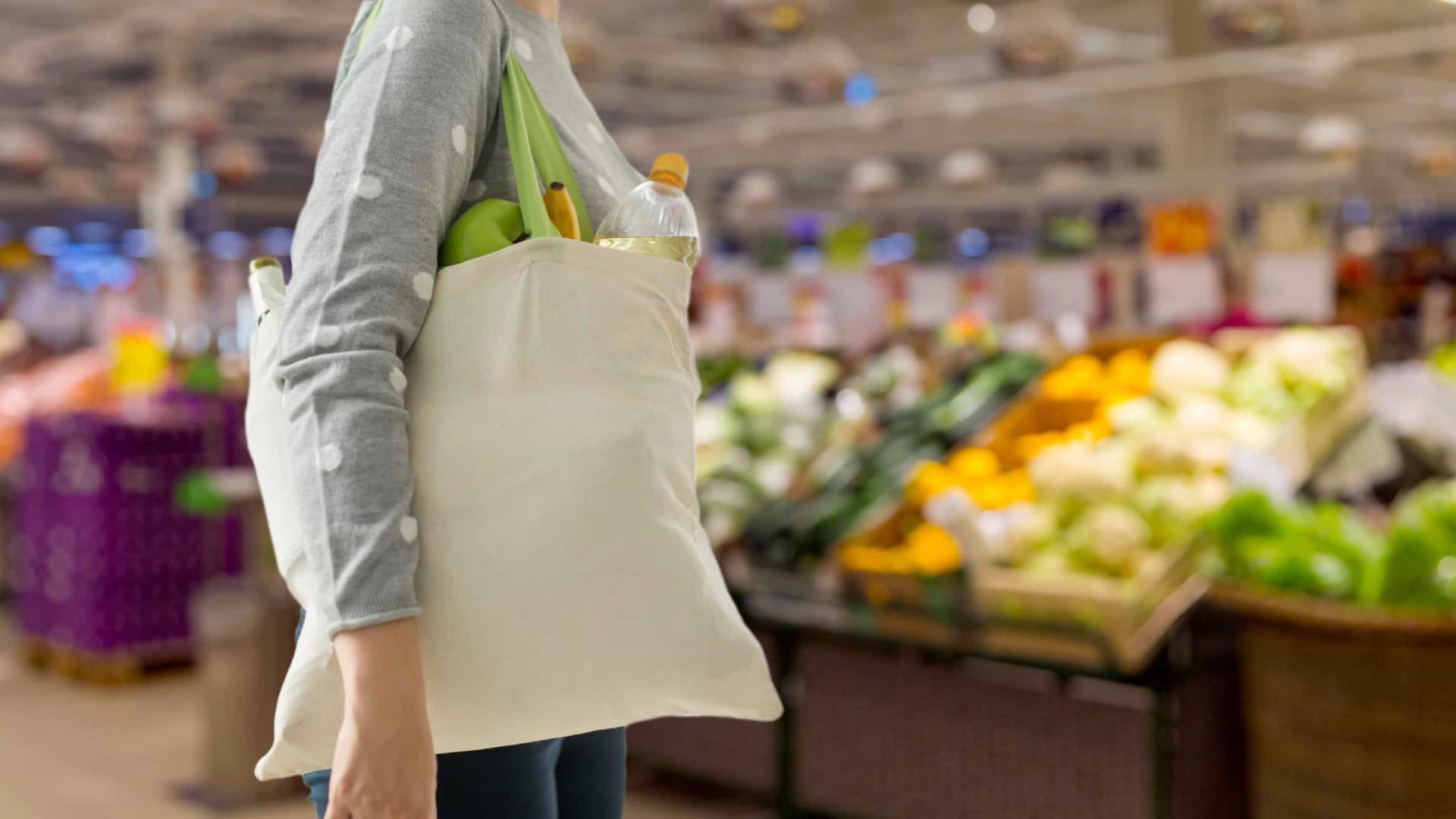 Consumo das famílias, carro-chefe da economia, registra queda histórica