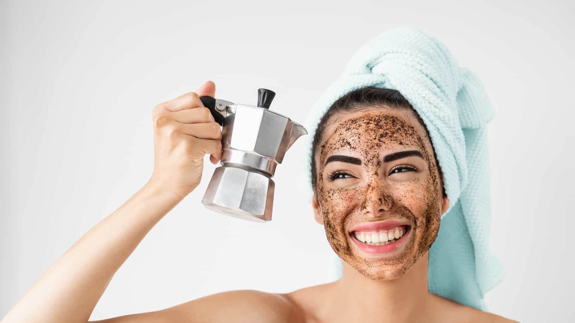 Cafeína, cafeína! Conheça outras utilidades para o pó de café