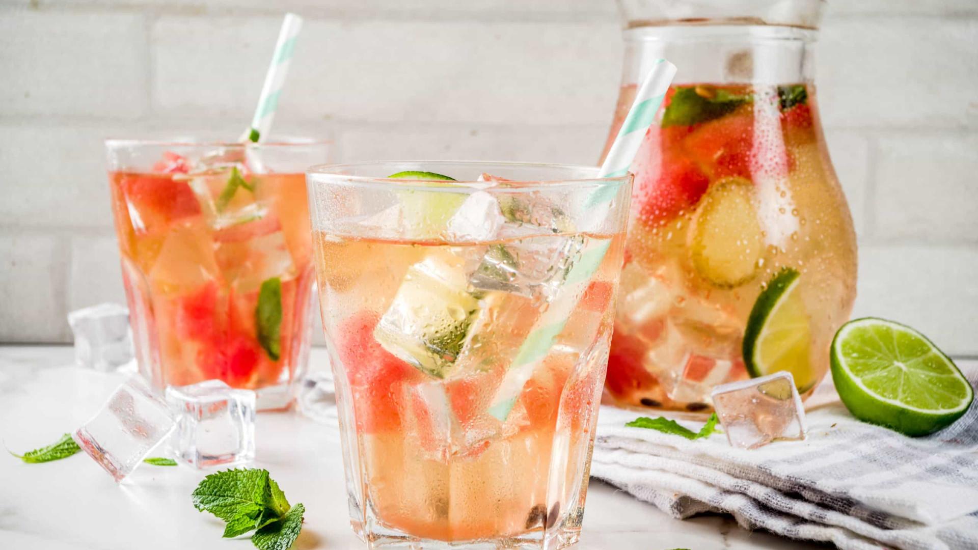 Muito refrescante! Suco detox de melancia, gengibre e hortelã