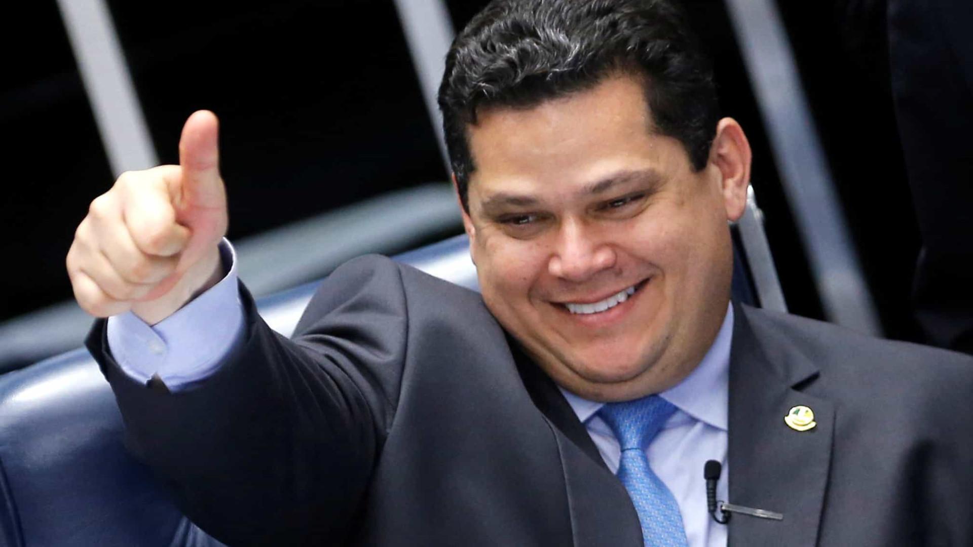 Candidato de Alcolumbre segue à frente na corrida do Senado